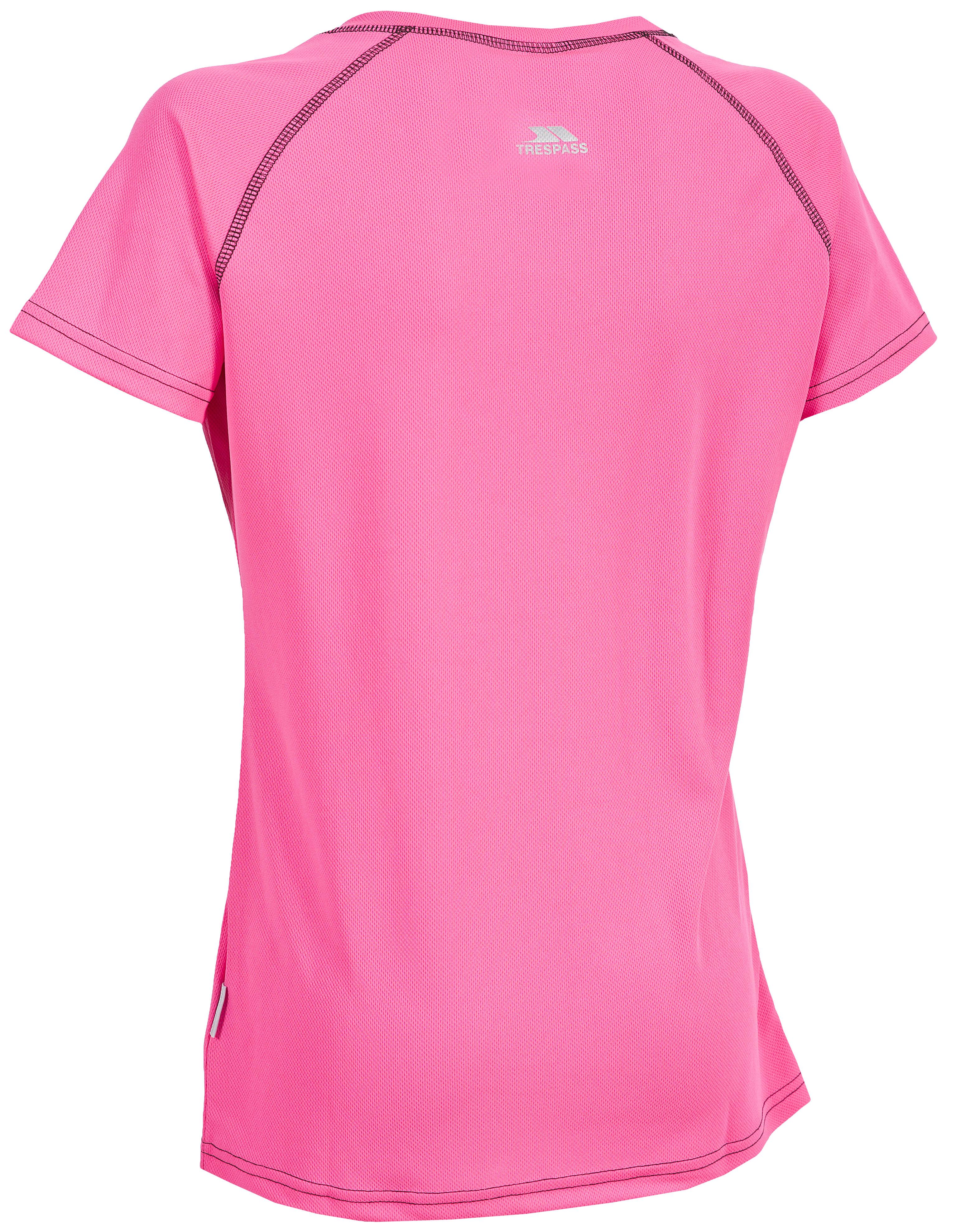 Великолепная легкая, быстросохнущая футболка для занятия спортом от Trespass Mamo выполнена из полиэстера. Модель с круглым вырезом горловины и короткими рукавами реглан.