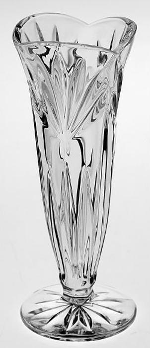 Ваза Crystal Bohemia Small vases, на ножке, высота 17 см990/89700/0/55900/170-109Настоящий чешский хрусталь c содержанием оксида свинца 24%, что придает ему неповторимую игру света всеми цветами спектра за счет исключительного светопреломления, абсолютную прозрачность и поразительный блеск.Хрусталь - атрибут роскоши в доме и благосостояния его хозяев.Экологически чистый материал.