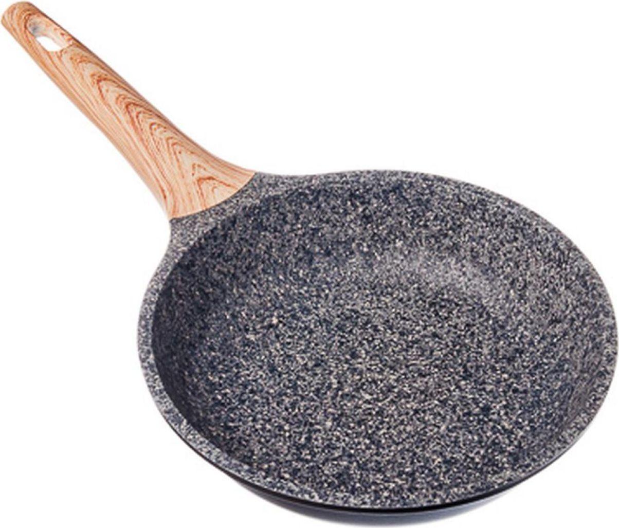 """Сковорода Славяна """"Алмаз"""" выполнена из высококачественного литого алюминия с двухслойным антипригарным гранитным покрытием серого цвета. """"Каменное"""" покрытие обладает повышенной прочностью и будет сохранять антипригарные свойства долгое время. Удобная ручка с противоскользящим покрытием не даст сковороде соскользнуть или перевернуться во время использования. На """"каменном"""" покрытии отлично сохраняются натуральные вкус и аромат продуктов. Возможность готовить без масла сделает вашу кухню более здоровой и натуральной. Сковороду можно использовать на всех типах плит, включая индукционные."""