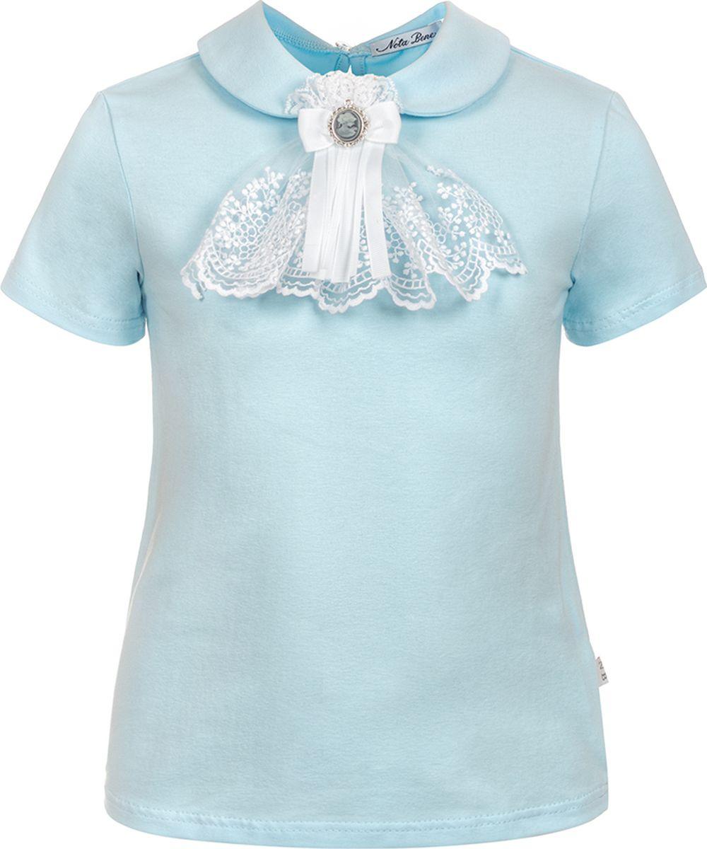 Блузка для девочки Nota Bene, цвет: голубой. 181231205_10. Размер 140181231205_10Оригинальная блузка для девочки от Nota Bene станет базовой моделью гардероба каждой школьницы. Модель прилегающего кроя с короткими рукавами и закругленным отложным воротничком изготовлена из хлопкового трикотажа и на спинке застегивается на пуговицу. Изделие декорировано жабо-галстуком.