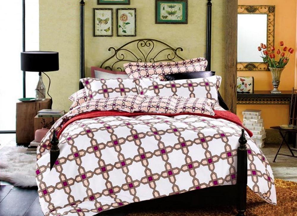 Комплект постельного белья Tango Maxima, 2-спальный, наволочки 70x70tan132672Наволочки с декоративным кантом особенно подойдут, если вы предпочитаете класть подушки поверх покрывала. Кайма шириной 5-10 см с трех или четырех сторон делает подушки визуально более объемными, смотрятся они очень аккуратно, даже парадно. Еще такие наволочки называют оксфордскими или наволочками «с ушками».Сатин средней плотности – золотая середина среди сатинового постельного белья. Он достаточно плотный, долго не изнашивается, но стоит дешевле сатина повышенной плотности. Комплект из сатина не блестит как шелк, но приятен на ощупь и довольно мягкий. Краска на этой ткани держится очень хорошо: новое белье не полиняет и со временем не станет выцветать.
