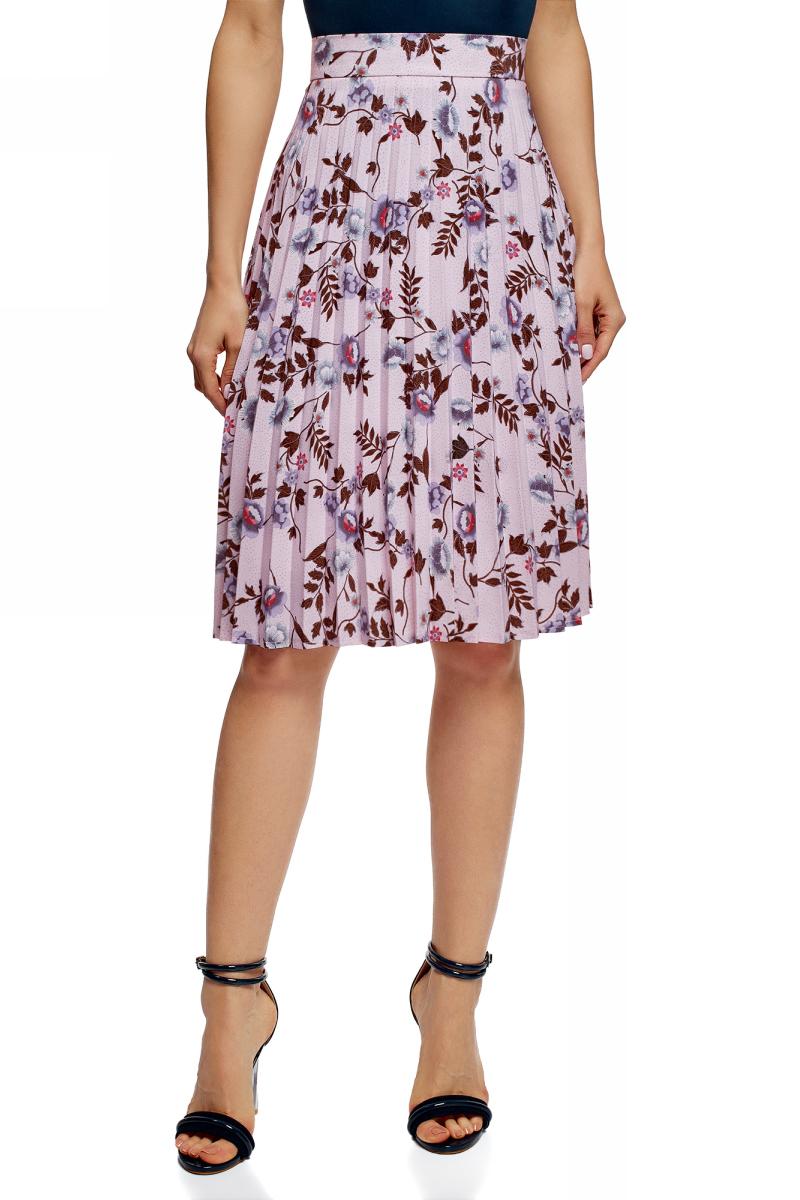 Юбка oodji Collection, цвет: светло-розовый, сиреневый. 21606020-7/42526/4080F. Размер 36 (42-170)21606020-7/42526/4080FПлиссированная юбка миди с широким поясом, на подкладке. Складки красиво расходятся книзу, благодаря чему юбка смотрится невероятно эффектно и женственно. Легкая принтованная ткань приятно ощущается на теле, хорошо держит форму и практична в уходе. Комфортная и универсальная модель подойдет для всех типов фигур. Юбка плиссе средней длины станет украшением вашего гардероба. В ней ваш образ будет изящным и выразительным. Такую юбку можно надевать на торжественные мероприятия, сочетая с блузкой или топом из воздушной ткани. С элегантным комплектом будет отлично смотреться обувь на каблуке – туфли или босоножки. Вы будете выглядеть очаровательно и непременно окажетесь в центре внимания. Если позволяет дресс-код, юбку можно носить на работу с неброской рубашкой и укороченным жакетом. Наряд деловой леди дополнят туфли-лодочки и сумка-мессенджер. Юбка с укороченной футболкой и босоножки на платформе – стильный повседневный лук для встреч с друзьями, походов в кино или кафе. В удлиненной юбке плиссе вы будете очаровательны.
