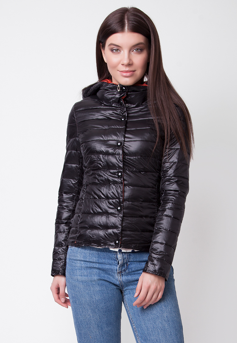 Куртка женская Ampir Style, цвет: черный. M18/74. Размер 48M18/74Замечательная стеганая куртка российского производства надежно защитит вас от холода и ветра. Изделие выполнено из полиэстера, утеплено наполнителем из холлофайбера в пух-пакетах. Приталенная модель с капюшоном застегивается на молнию и кнопки, дополнена двумя функциональными карманами. Модная куртка подойдет для вашего демисезонного гардероба и сможет дополнить любой образ. На фотографии представлен размер 42, параметры фотомодели: 82 х 64 х 89 см, рост 175 см.
