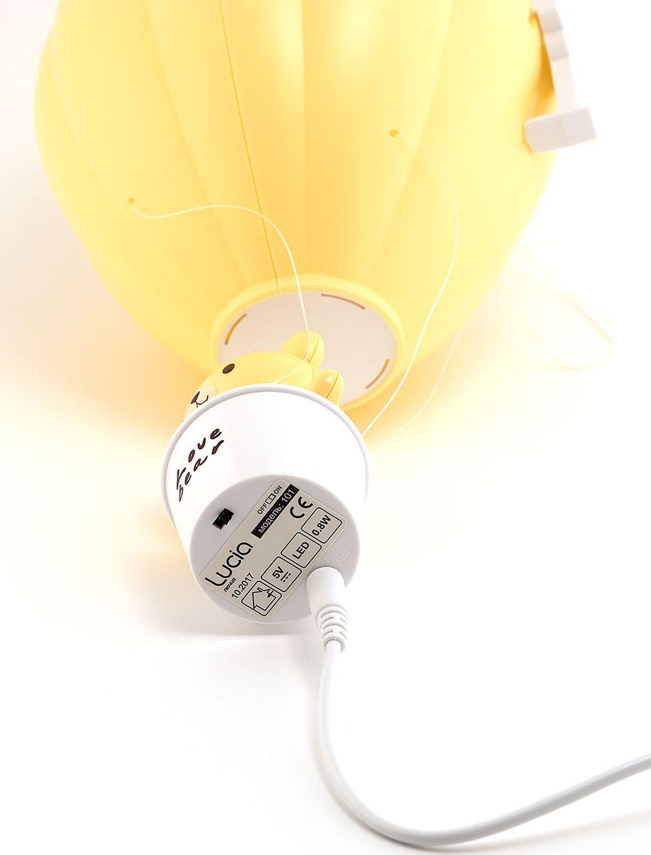 Светодиодный аккумуляторный фонарь-ночник «Воздушный шар» непременно порадует вашего ребенка. Укладывание спать превратится в интересную игру, наполненную мультяшными персонажами. Светильник имеет три уровня яркости: первый - режим ночника, последующие два дают мягкий, рассеянный свет. Светильник имеет встроенный аккумулятор, а значит, его можно поставить там, где захочется ребенку. Все пластиковые выступающие части ночника безопасны, имеют округлые формы.  При желании ночник можно повесить максимально высоко, а для включения использовать пульт дистанционного управления, с помощью которого можно установить таймер выключения через 10 или 30 минут.