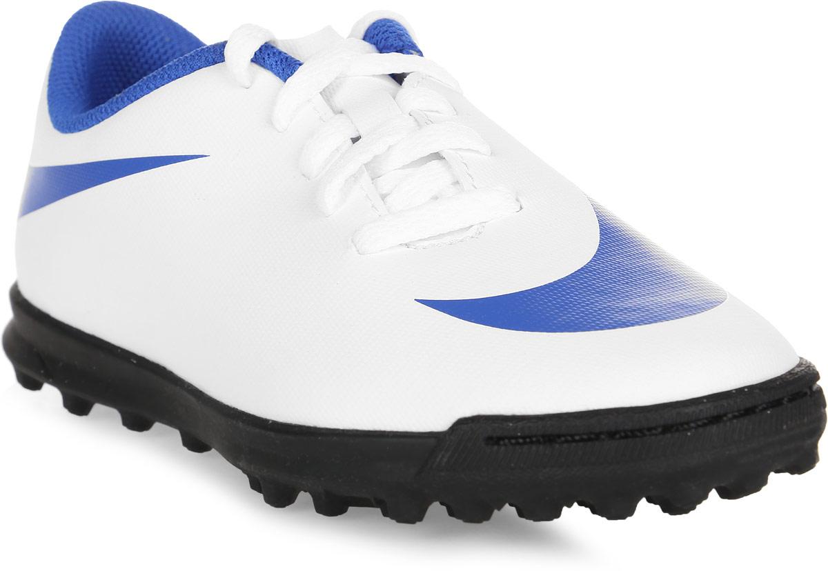 Бутсы для мальчика Nike Jr BravataX II TF, цвет: белый. 844440-142. Размер 13,5C (30,5)844440-142Детские футбольные бутсы для игры на газоне Nike Jr. BravataX II (TF) оптимизируют скорость без ущерба для контроля над мячом. Преимущества: - Разнонаправленные шипы помогают быстро развивать скорость, а микрорельеф верха повышает сцепление для большего контроля над мячом.- Верх из синтетической кожи для прочности и превосходного касания. Поверхность верха с микротекстурой обеспечивает превосходный контроль мяча на высокой скорости.- Асимметричная шнуровка увеличивает площадь контроля над мячом.- Контурная стелька обеспечивает низкопрофильную амортизацию, снижая давление от шипов.-Прочная резиновая подметка создана для игры на искусственных покрытиях.