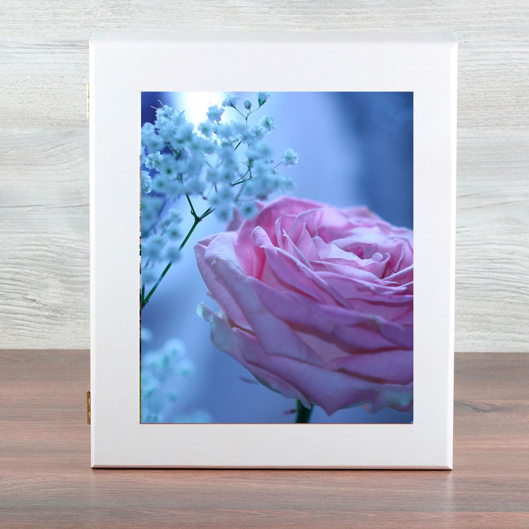 Ключница Город Подарков Розовая роза, цвет: белый032018053Объемная, настенная ключница с удобным отделением для ключей любого размера, благодаря оригинальности дизайна создаст сияние в вашем интерьере.