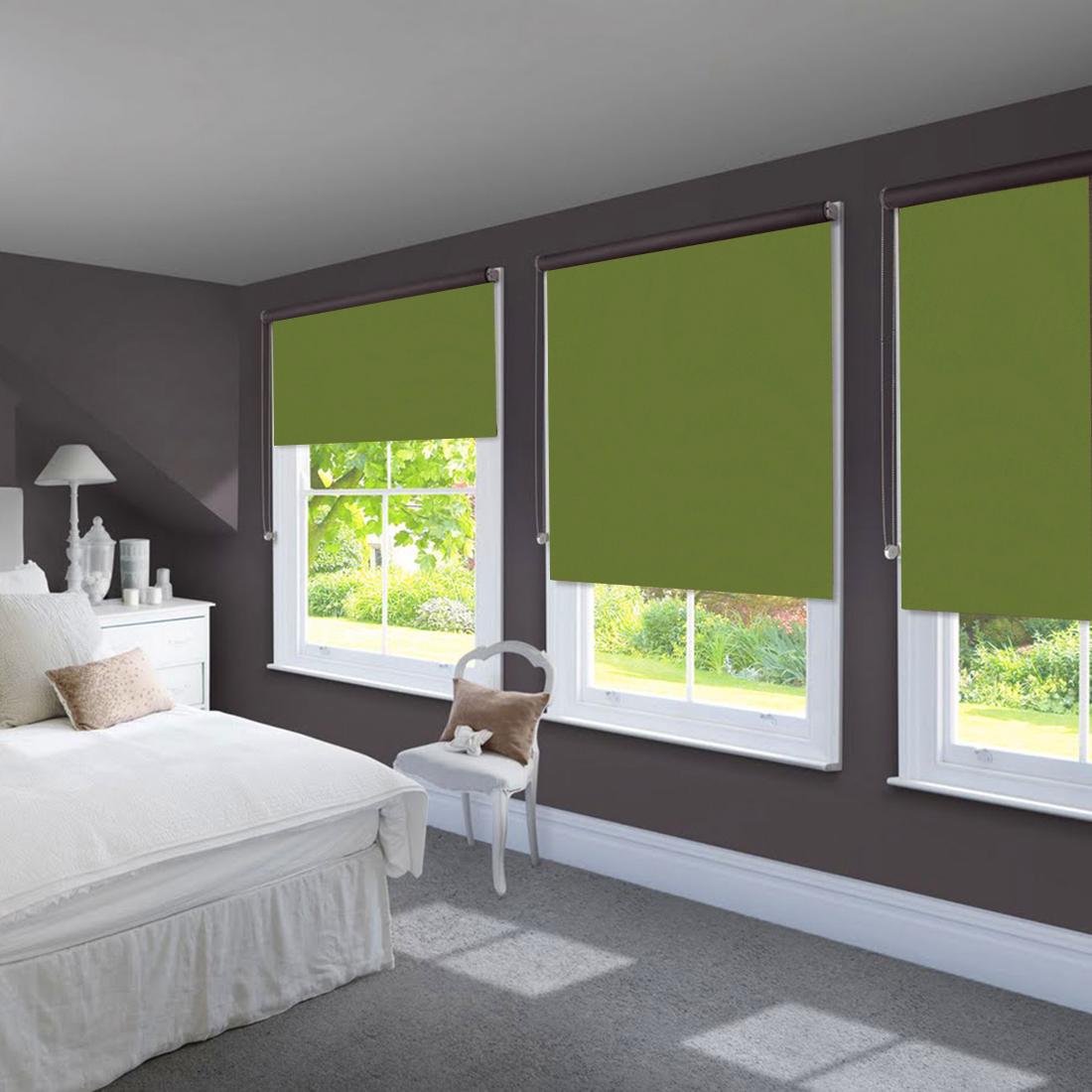Шторы из бамбука - оригинальный современный аксессуар для создания необычного интерьера в восточном или минималистичном стиле. Особенность устройства полотна позволяет свободно пропускать дневной свет, что обеспечивает мягкое освещение комнаты. Это натуральный влагостойкий материал, который легко вписывается в любой интерьер, хорошо сочетается с различной мебелью и элементами отделки. Использование бамбукового полотна придает помещению необычный вид и визуально расширяет пространство.Кронштейны - специальные крючки-держатели, которые крепятся на поверхность, а на них крепится штора. Такой вид крепления обычно используется для рулонных, французских, римских или австрийских штор. Кронштейны держат конструкцию из вала (карниза), на котором находится полотно, и механизма подъема/опускания шторы.