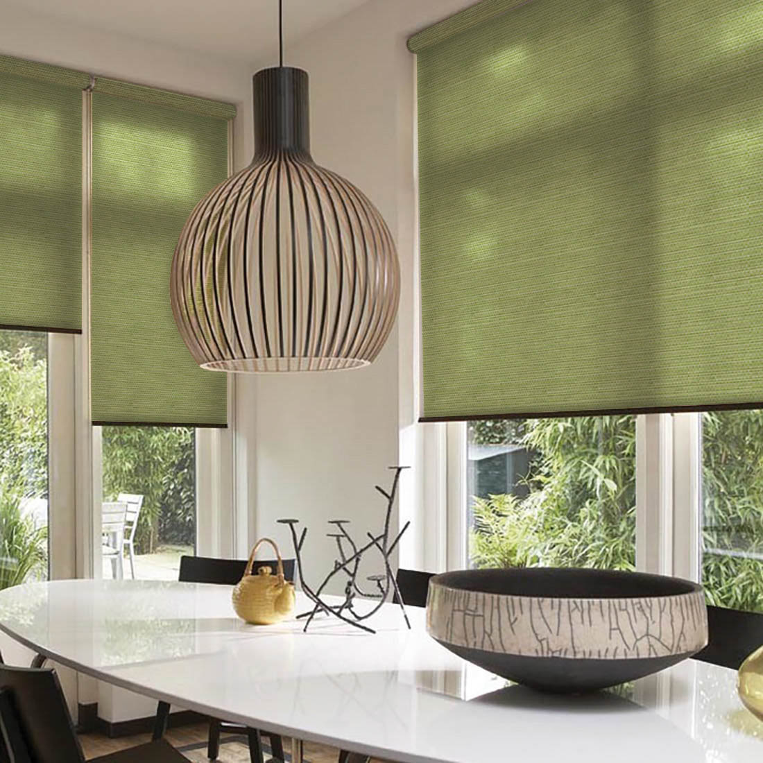Шторы из бамбука – оригинальный современный аксессуар для создания необычного интерьера в восточном или минималистичном стиле. Особенность устройства полотна позволяет свободно пропускать дневной свет, что обеспечивает мягкое освещение комнаты. Это натуральный влагостойкий материал, который легко вписывается в любой интерьер, хорошо сочетается с различной мебелью и элементами отделки. Использование бамбукового полотна придает помещению необычный вид и визуально расширяет пространство. Кронштейны - специальные крючки-держатели, которые крепятся на поверхность, а на них крепится штора. Такой вид крепления обычно используется для рулонных, французских, римских или австрийских штор. Кронштейны держат конструкцию из вала (карниза), на котором находится полотно, и механизма подъема/опускания шторы.ВНИМАНИЕ! Комплектация штор может отличаться от представленной на фотографии. Фактическая комплектация указана в описании изделия.Производитель: Dome. Cтрана бренда: Дания.Рулонные шторы. Материал портьеры: Бамбук. Состав портьеры: бамбуковое волокно с нитью из полиэстера. Размер портьеры: 81 х 172 см. (1 шт.). Вид крепления: Кронштейны. Тип карниза: Без использования карниза. Рекомендуемая ширина карниза (см.): 80 -160. Светозащита 55-85%.В комплект входят: - Крепления на отрытую створку окна.- Кронштейны для вала со шторкой. - Вал с тканью (шторка). - Цепочка для регулирования шторы.- Утяжелитель для шторки. Крепление на глухую створку, направляющие, фиксатор для цепочного механизма - приобретаются отдельно. Максимальный размер карниза, указанный в описании, предполагает, что Вы будете использовать 2 полотна на одно окно. Обратите внимание на информацию о том, сколько полотен входит в данный комплект изначально. Зачастую шторы продаются по одному полотну, чтобы дать возможность подобрать изделия в желаемом цвете и стиле, создавая свое неповторимое сочетание.Комплектация: 1 портьера, крепления на отрытую створку окна, кронштейны для вала со шторкой, цепочка для регулирования шт