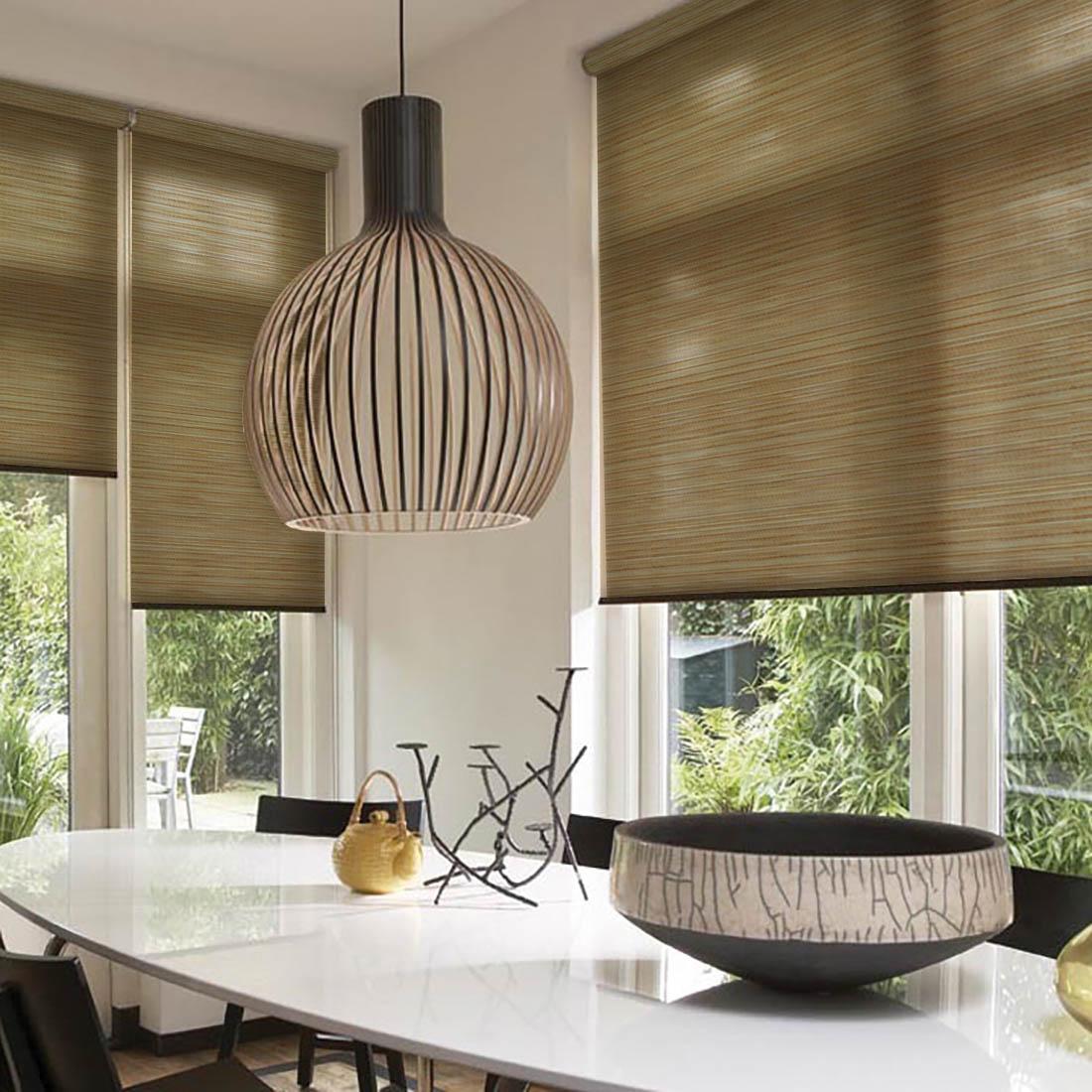 Шторы из бамбука – оригинальный современный аксессуар для создания необычного интерьера в восточном или минималистичном стиле. Особенность устройства полотна позволяет свободно пропускать дневной свет, что обеспечивает мягкое освещение комнаты. Это натуральный влагостойкий материал, который легко вписывается в любой интерьер, хорошо сочетается с различной мебелью и элементами отделки. Использование бамбукового полотна придает помещению необычный вид и визуально расширяет пространство.Кронштейны - специальные крючки-держатели, которые крепятся на поверхность, а на них крепится штора. Такой вид крепления обычно используется для рулонных, французских, римских или австрийских штор. Кронштейны держат конструкцию из вала (карниза), на котором находится полотно, и механизма подъема/опускания шторы.ВНИМАНИЕ! Комплектация штор может отличаться от представленной на фотографии. Фактическая комплектация указана в описании изделия.Производитель: Dome.Cтрана бренда: Дания.Рулонные шторы.Материал портьеры: бамбук.Состав портьеры: бамбуковое волокно с нитью из полиэстера.Размер портьеры: 81 х 172 см. (1 шт.).Вид крепления: кронштейны.Тип карниза: без использования карниза.Рекомендуемая ширина карниза (см.): 80-160.Светозащита 55-85%.В комплект входят:- Крепления на отрытую створку окна.- Кронштейны для вала со шторкой.- Вал с тканью (шторка).- Цепочка для регулирования шторы.- Утяжелитель для шторки.Крепление на глухую створку, направляющие, фиксатор для цепочного механизма - приобретаются отдельно. Максимальный размер карниза, указанный в описании, предполагает, что Вы будете использовать 2 полотна на одно окно. Обратите внимание на информацию о том, сколько полотен входит в данный комплект изначально. Зачастую шторы продаются по одному полотну, чтобы дать возможность подобрать изделия в желаемом цвете и стиле, создавая свое неповторимое сочетание.Комплектация: 1 портьера, крепления на отрытую створку окна, кронштейны для вала со шторкой, цепочка для регулирования шторы, утяжелите