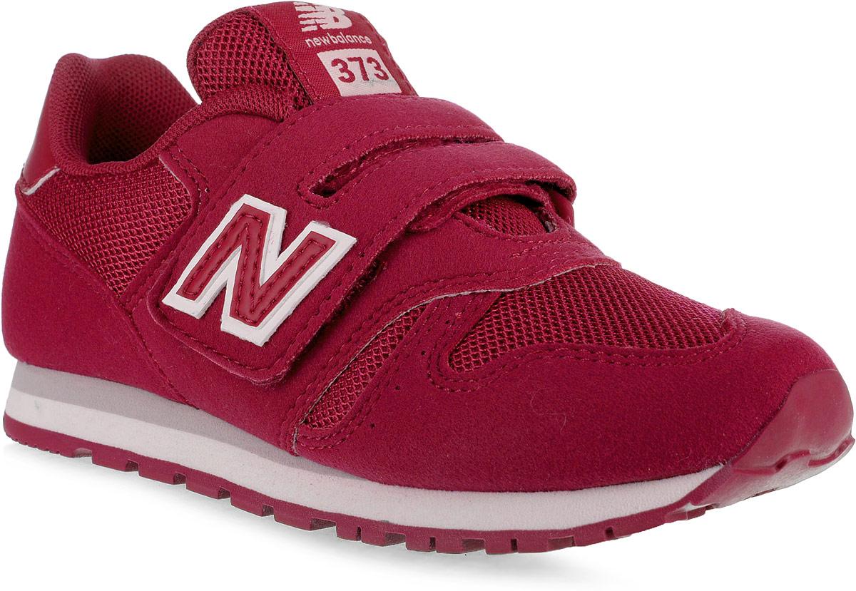 Кроссовки для девочки New Balance 373, цвет: красный. KV373FRY/M. Размер 12 (30)KV373FRY/MСтильные кроссовки для девочки от New Balance не оставят вашего ребенка равнодушным. Модель выполнена из высококачественных материалов. По бокам обувь оформлена декоративными элементами в виде фирменного логотипа бренда, на язычке - фирменной нашивкой. Ремешок с липучкой надежно зафиксирует изделие на ноге. Подкладка и стелька, изготовленные из текстиля, гарантируют уют и предотвращают натирание. Прочная и легкая подошва, дополненная рифлением, обеспечит идеальное сцепление с любой поверхностью. Удобные кроссовки отлично подойдут для прогулок или дальних поездок.
