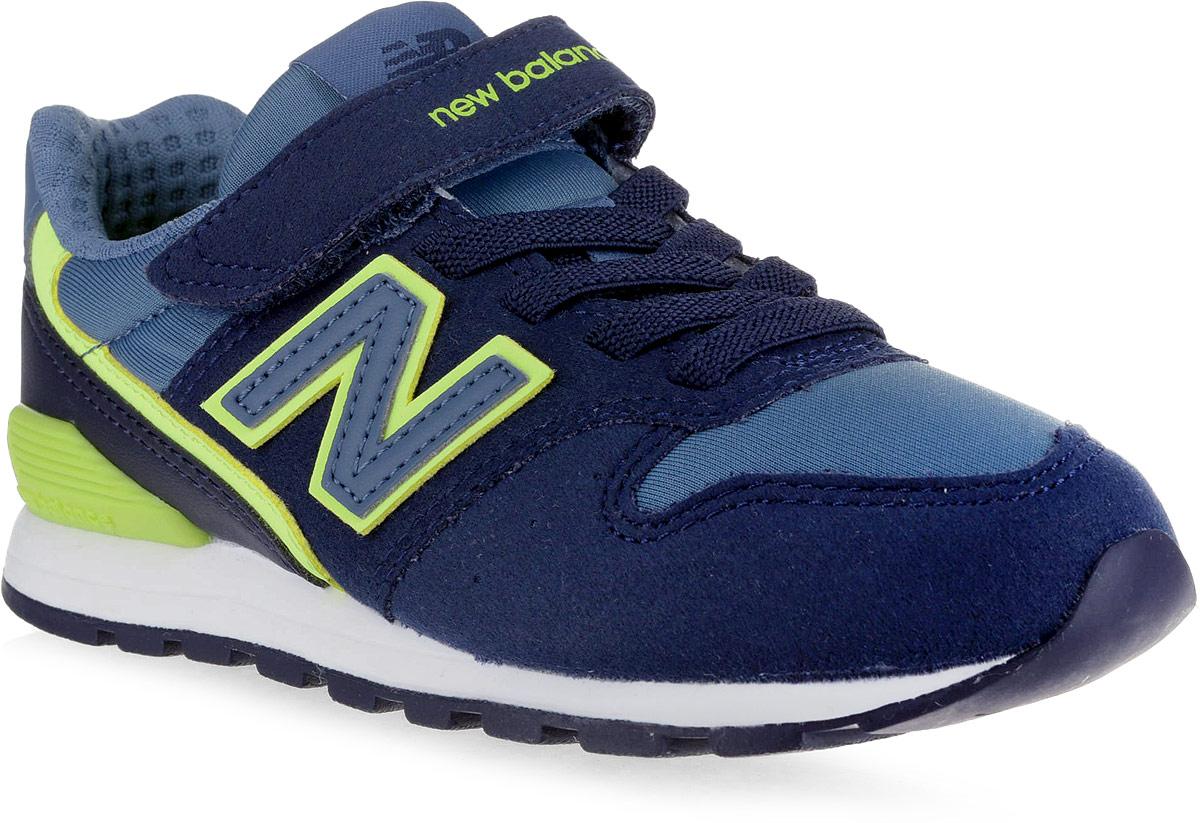 Кроссовки для мальчика New Balance 996, цвет: темно-синий. KV996LVY/M. Размер 2 (33,5)KV996LVY/MСтильные кроссовки для мальчика от New Balance не оставят вашего ребенка равнодушным. Модель выполнена из высококачественных материалов. По бокам обувь оформлена декоративными элементами в виде фирменного логотипа бренда, на язычке - фирменной нашивкой. Эластичная шнуровка и ремешок с липучкой надежно зафиксируют изделие на ноге. Подкладка и стелька, изготовленные из текстиля, гарантируют уют и предотвращают натирание. Прочная и легкая подошва, дополненная рифлением, обеспечит идеальное сцепление с любой поверхностью.