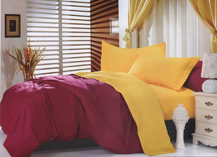 Комплект белья Tango Otto, евро, наволочки 50x70, цвет: бордовый, желтыйtan104594Комплект постельного белья Tango выполнен из сатина. Сатин средней плотности - золотая середина среди сатинового постельного белья. Он достаточно плотный, долго не изнашивается, но стоит дешевле сатина повышенной плотности. Комплект из сатина не блестит как шелк, но приятен на ощупь и довольно мягкий. Краска на этой ткани держится очень хорошо: новое белье не полиняет и со временем не станет выцветать.В комплекте: простыня, пододеяльник и 2 наволочки.