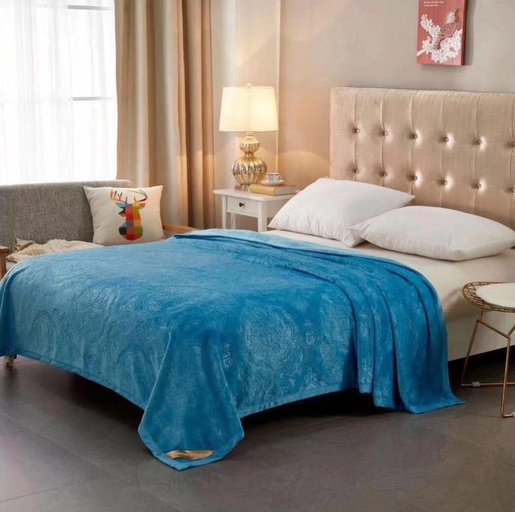 """Плед Tango """"Brooklyn"""" можно использовать как покрывало на кровать (диван) или же как накидку на кресло. Также в плед можно закутаться прохладным вечером, ведь подобные изделия мягкие и приятные на ощупь. Покупая одно изделие, вы получаете декоративное покрывало, стильную накидку и уютный плед одновременно."""