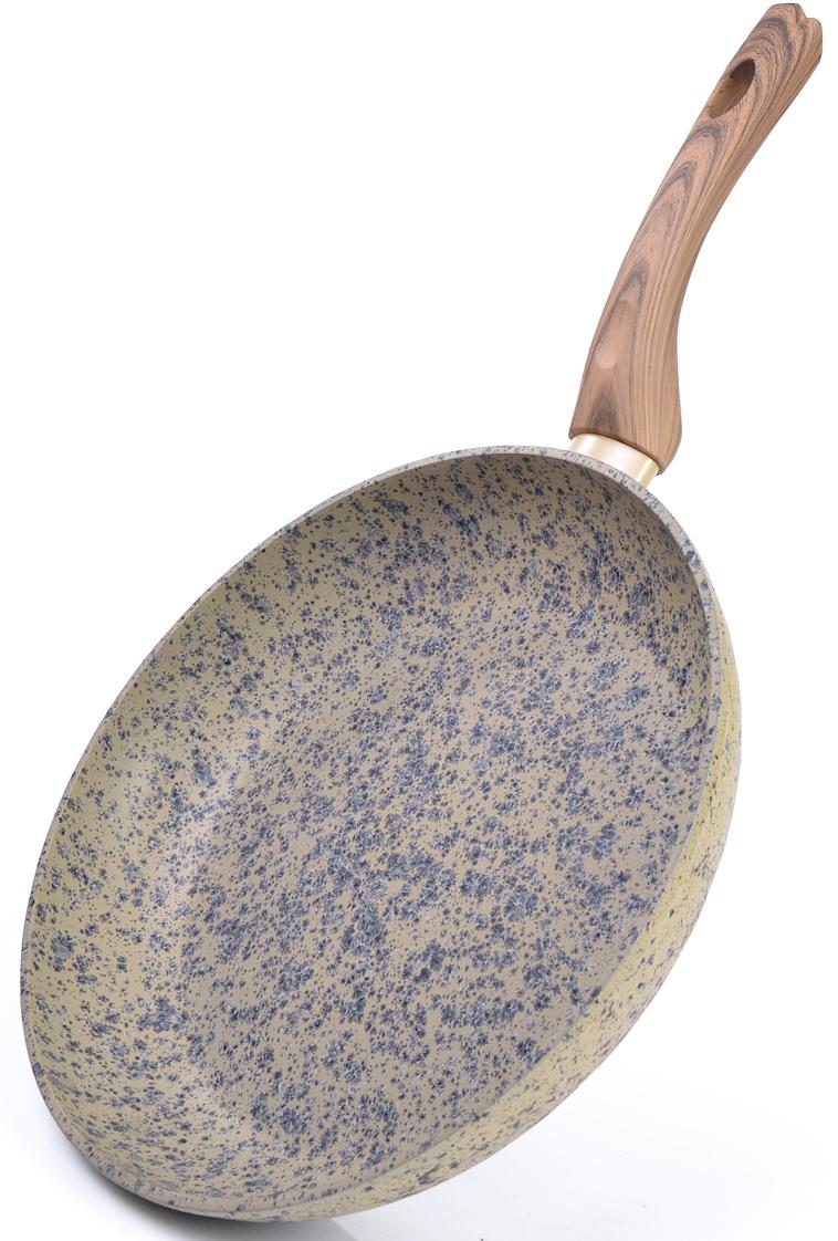 """Сковорода Fissman """"Crema Nova"""" изготовлена из литого алюминия с  многослойным антипригарным покрытием EcoStone, которое усилено  вкраплением каменных частиц. Главное преимущество  покрытия - это устойчивость к царапинам и износу. Также покрытие  безопасно для здоровья человека и окружающей среды. Утолщенное дно  сковороды рационально распределяет тепло, что позволяет продуктам  готовиться быстро и равномерно. Приятная на ощупь ручка из бакелита не  нагревается и не скользит в руках."""