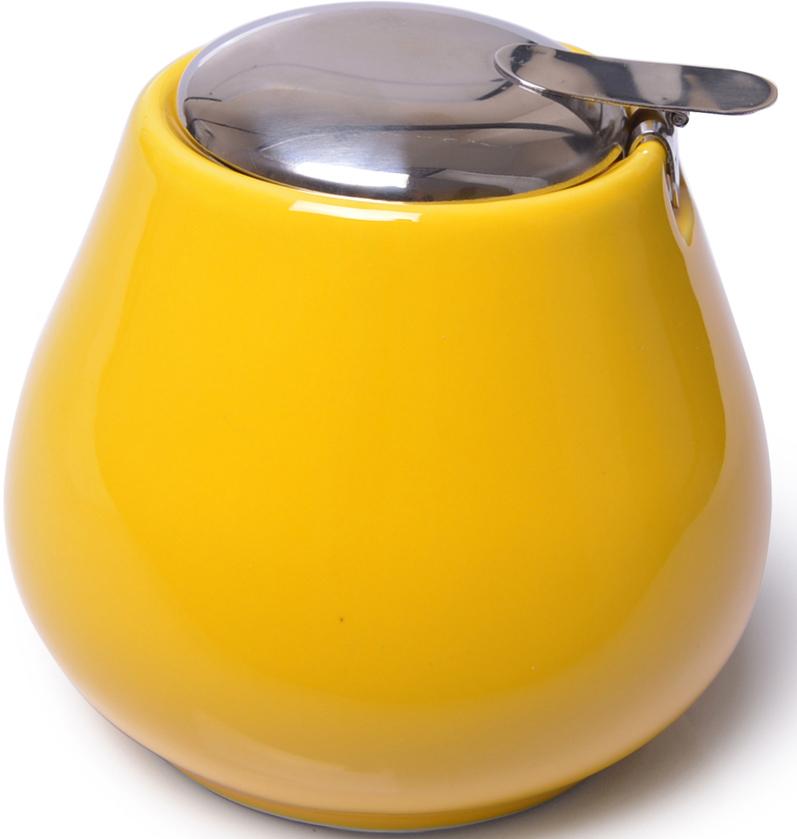 Сахарница Fissman, цвет: желтый, 600 мл. 94009400Сахарница изготовлена из прочной керамики и покрыта глазурью. Сахарница имеет удобную крышку из нержавеющей стали, которая защищает сахар от влаги и прямых солнечных лучей, что позволяет ему долго оставаться свежим и вкусным.