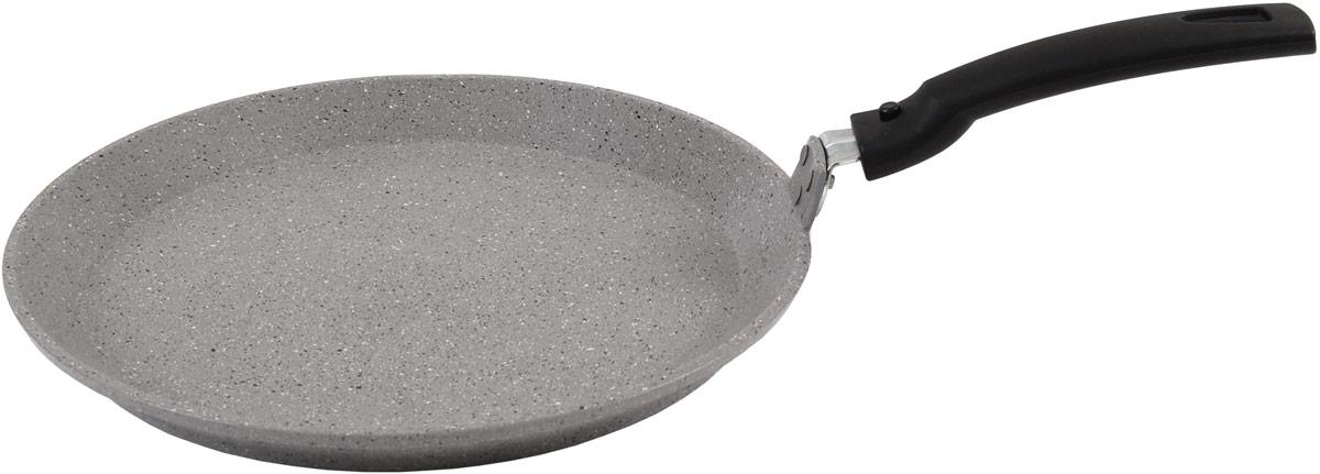 """Блинная сковорода Kukmara изготовлена из литого алюминия и покрыта  инновационным антипригарным мраморным покрытием нового поколения на  водной основе. Особенности блинной сковороды """"Kukmara"""": -значительная толщина стенок и дна исключает деформацию корпуса  сковороды, гарантирует ее долговечность, обеспечивает необходимую  прочность покрытия; -экологически безопасное антипригарное покрытие без содержания PFOA; -идеальное распределение тепла по всей поверхности посуды, длительное  сохранение тепла; -ненагревающаяся съемная бакелитовая ручка; Стенка сковороды состоит из 6 слоев: -внутреннее покрытие """"мрамор""""; -высокопрочное антипригарное покрытие на водной основе, усиленное  частицами сверхтвердых минералов; -грунтовой слой; -слой с шероховатой поверхностью для лучшего сцепления покрытия; -литой алюминиевый корпус толщиной до 6 мм; -наружное антипригарное покрытие """"мрамор""""."""