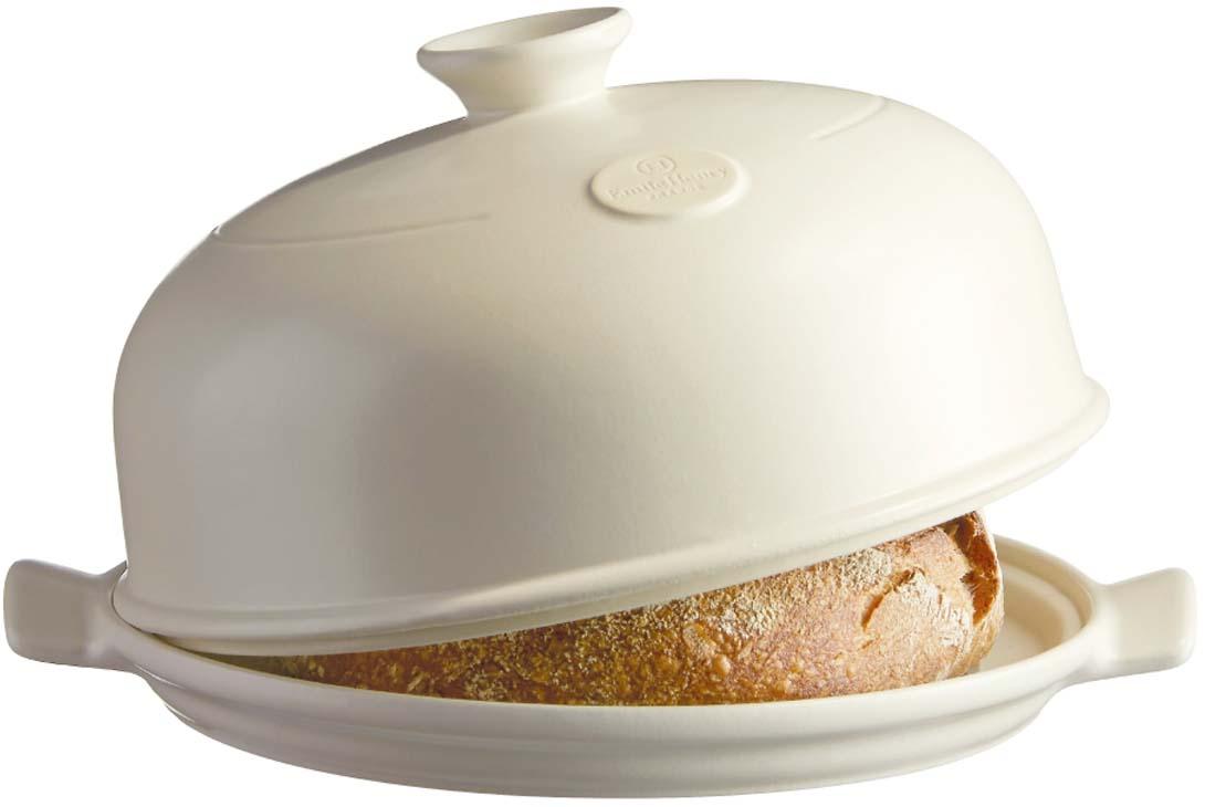"""Форма""""Emile Henry"""" предназначена для выпечки хлеба в домашних условиях. Крышка в виде колпака дает тот же результат, что и традиционная печь для выпечки хлеба. Состав набора: керамическая форма, пекарская лопатка. Куполообразная крышка, по сути, является, аналогом свода печи и позволяет поддерживать постоянную влажность в процессе приготовления, поэтому хлеб всегда получается пышным, мягким и с хрустящей корочкой.А благодаря ребристой поверхности основания, хлеб не прилипает и легко извлекается из формы."""