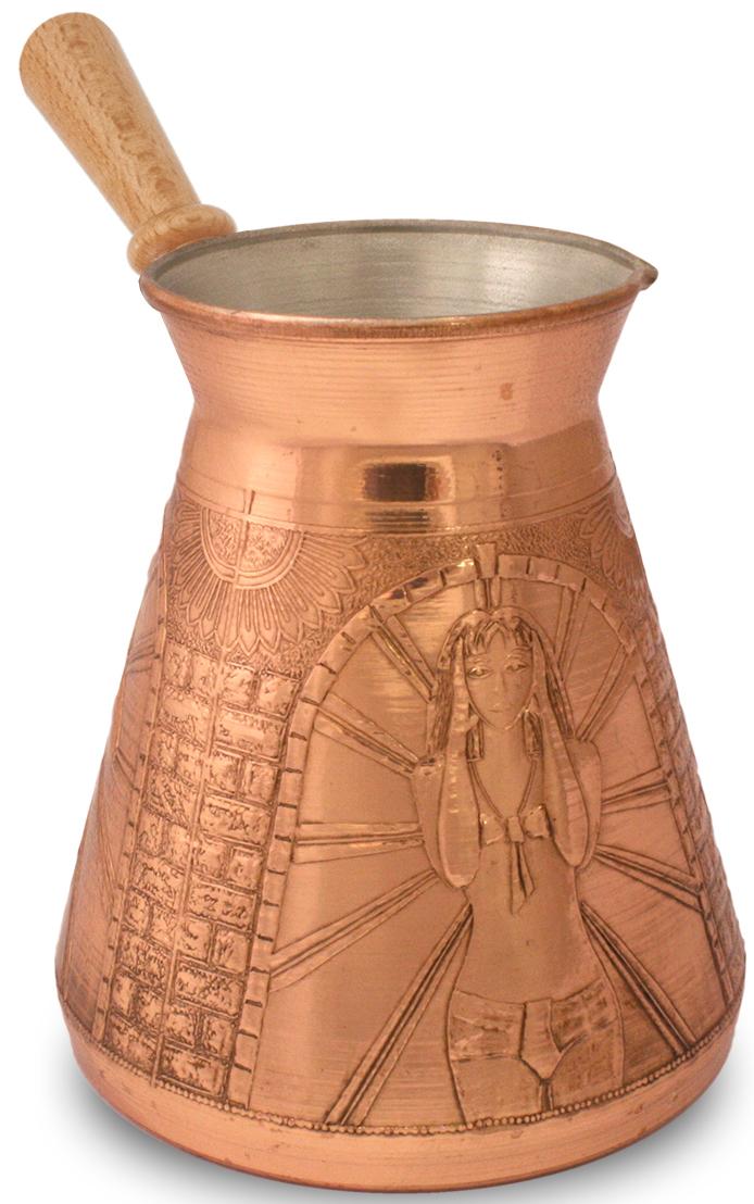"""Кофеварка ТimА """"Идеальная жена"""" изготовлена по уникальной технологии из листовой меди марки М1М. Корпус кофеварки """"Идеальная жена"""" является цельным и выполнен из меди толщиной 1,0 мм.  Медь, по утверждению ученых, самый подходящий для приготовления пищи металл на планете Земля, но окись меди вредна для здоровья человека. Поэтому внутренняя поверхность кофеварки покрыта пищевым оловом толщиной 9-12 мкм. Внешняя поверхность кофеварки имеет натуральный цвет и блеск меди и защищена слоем жаропрочного лака. Кофеварка оснащена удобным носиком и деревянной съемной ручкой (ручка прикручивается против часовой стрелки). Подходит для газовых, электрических, стеклокерамических плит. Не рекомендуется мыть в посудомоечной машине."""