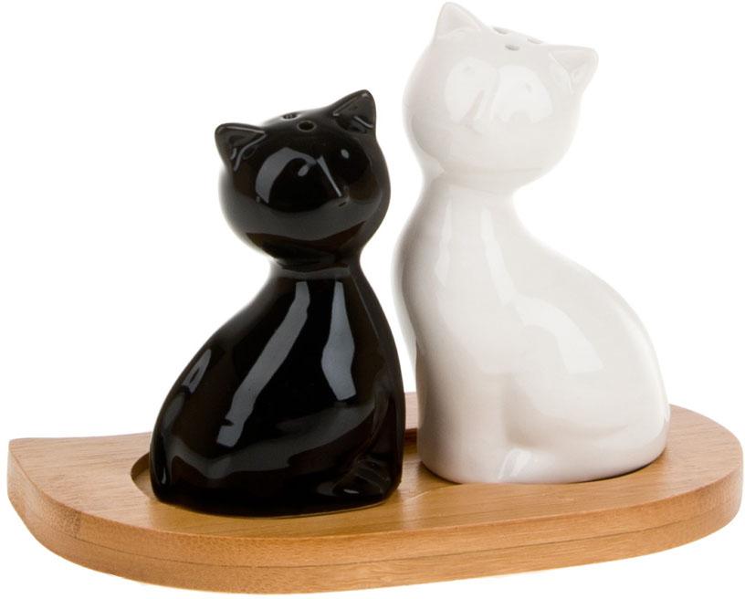 """Компактный набор для специй """"Naturel"""", состоящий из фигурных солонки и перечницы, изготовлен из керамики.Бамбуковая подставка, входящая в набор, делает его еще более функциональным и удобным в использовании."""