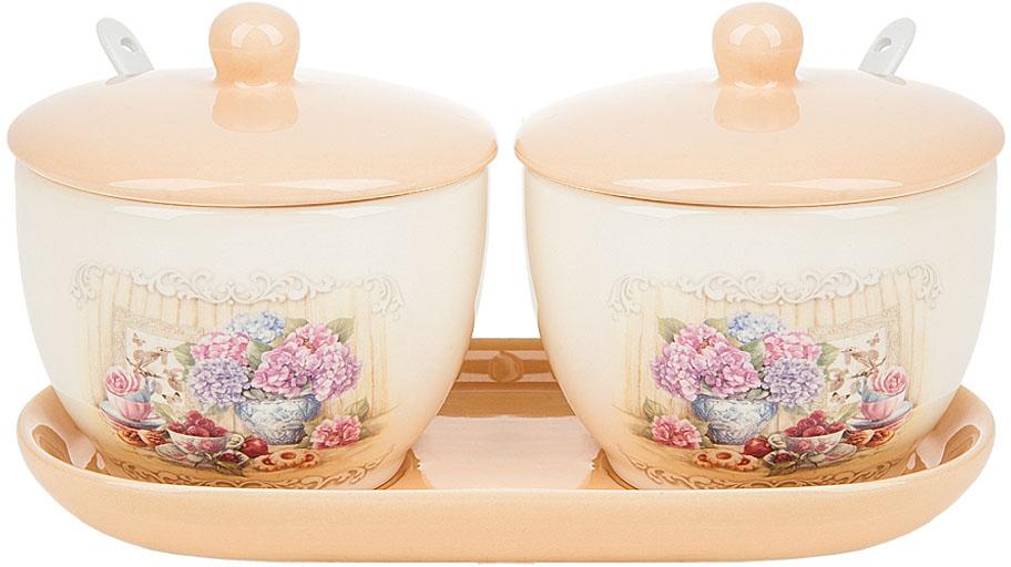 """Банки для сыпучих продуктов """"Sweet home"""" выполнены из керамики.  Керамическая подставка, входящая в набор, делает его еще более функциональным и удобным в использовании. Изящный дизайн в нежных тонах придаст вашей кухне изысканную утонченность."""