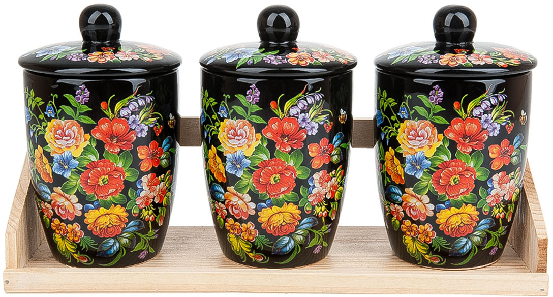"""Банки для сыпучих продуктов """"Романс"""" выполнены из керамики. Деревянная подставка, входящая в набор, делает его еще более функциональным и удобным в использовании. Креативный дизайн станет эффектным акцентов в вашей кухне."""