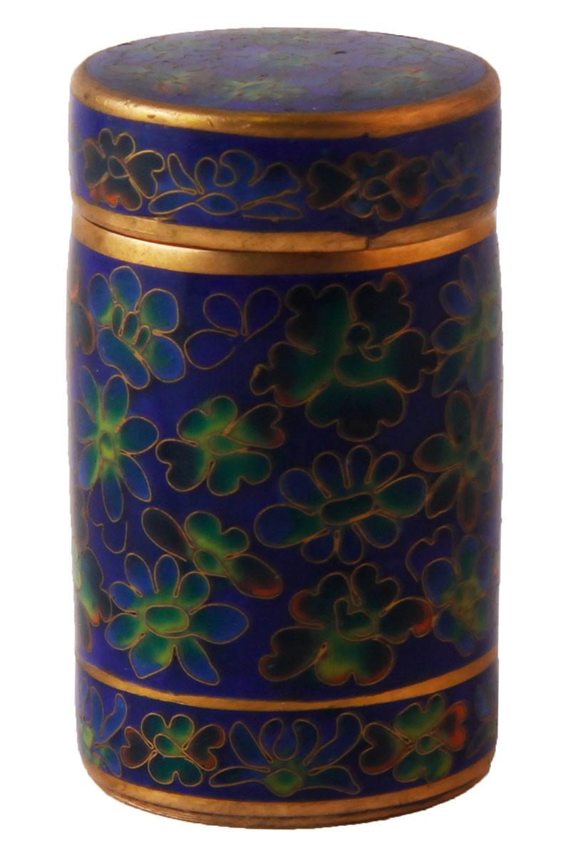 Высота 5,5 см, длина 3 см, ширина 3 см. Сохранность хорошая. Шкатулка декорирована синей эмалью, украшена цветами зеленых и желтых оттенков . Прекрасный образец декоративно-прикладного искусства Тибета, оригинальный подарок почитателю буддийской культуры.