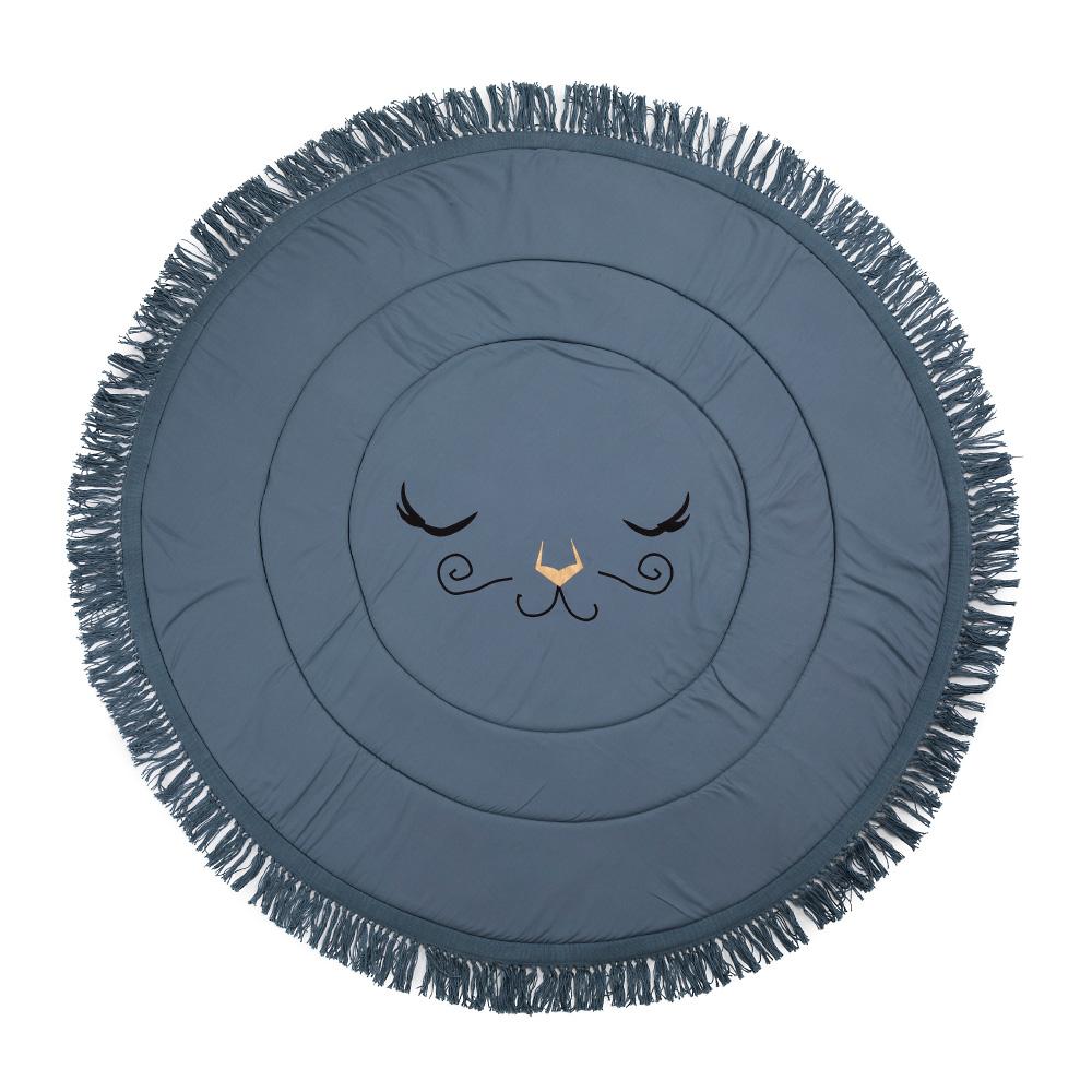 """Игровой коврик """"Tender Blue"""" - новинка коллекции Elodie Details.Мягкий и уютный игровой коврик, который подходит для новорожденных и детей постарше.Он станет излюбленным местом для игр и яркой деталью интерьера детской или любой другой части дома. Коврик мягко встречает все падения за счет наполнителя - легкой пены.Двусторонний дизайн делает его функциональным. Изделие можно стирать в машине. Он безопасен и не вызывает аллергии.Характеристики:Внешний материал: 100% хлопок.Внутреннее наполнение:  пенополиуретан.Диаметр: 120 см."""