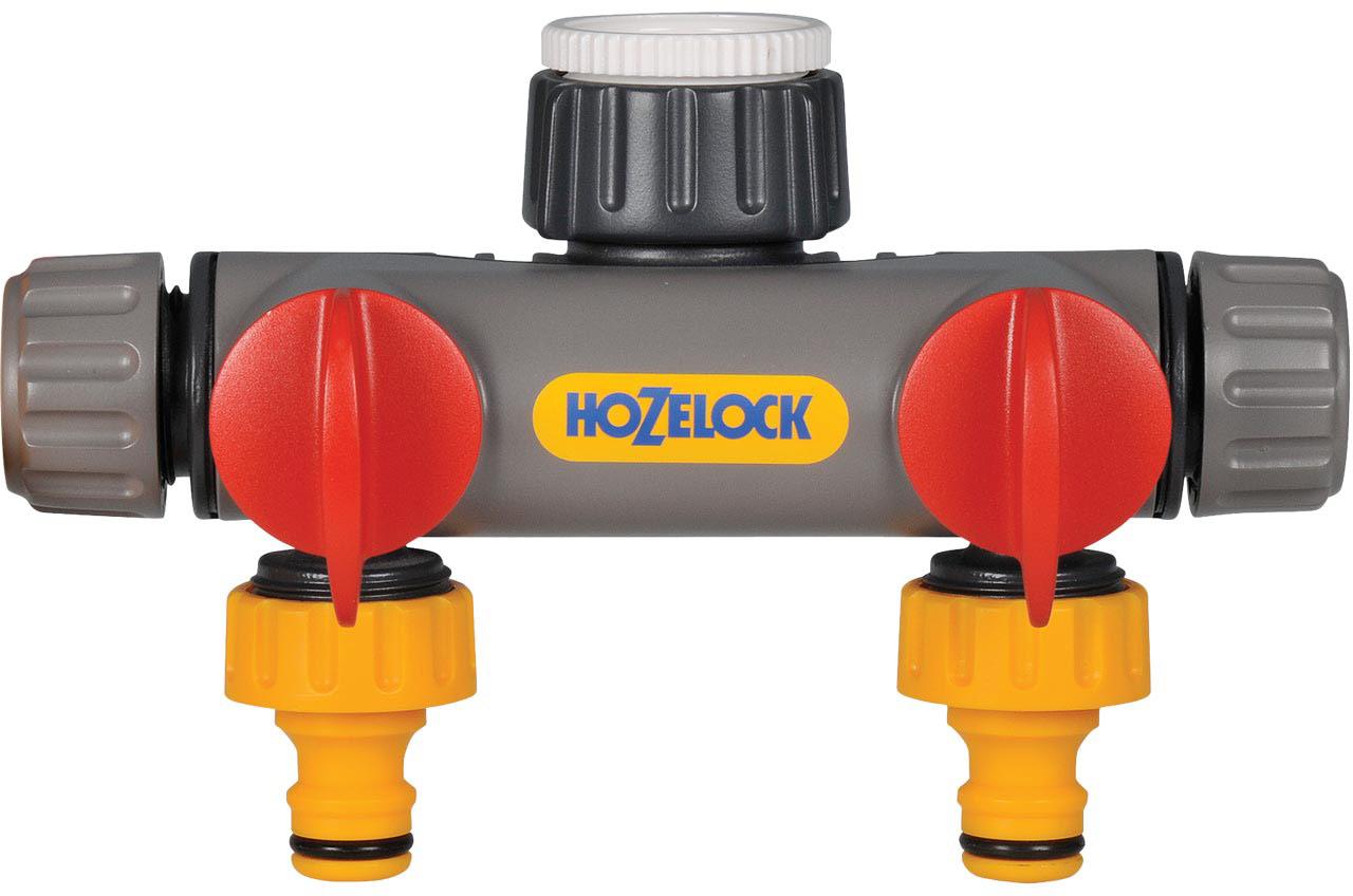 Разделитель потоков HoZelock, двухпутевой с коннекторами2252Разделитель потоков HoZelock 2252 Двухпутевой. Адапторы, входящие в комплект, позволяют подключиться к резьбовому соединению 1/2 (12,5 мм), 3/4 (19 мм), 1 (25 мм)Адапторы, входящие в комплект, позволяют подключиться к резьбовому соединению 1/2 (12,5 мм), 3/4 (19 мм), 1 (25 мм), благодаря чему, его можно подключить к болинству садовых кранов. Двухпутевой разделитель потоков для крана превращает кран с однозаходной резьбой в два, каждый из которых оборудован собственным управлением расхода воды. • Подходит ко всем стандартным коннекторам HoZelock • Индивидуальное управление расходом для двух выпусков шланга Двухпутевой разделитель потоков для крана позволит Вам легко превратить один кран в два независимых выхода. Каждый из этих выходов будет оборудован отдельным клапаном управления расхода, что позволяет использовать все выходы одновременно, либо использовать какой-либо один из них по мере необходимости.