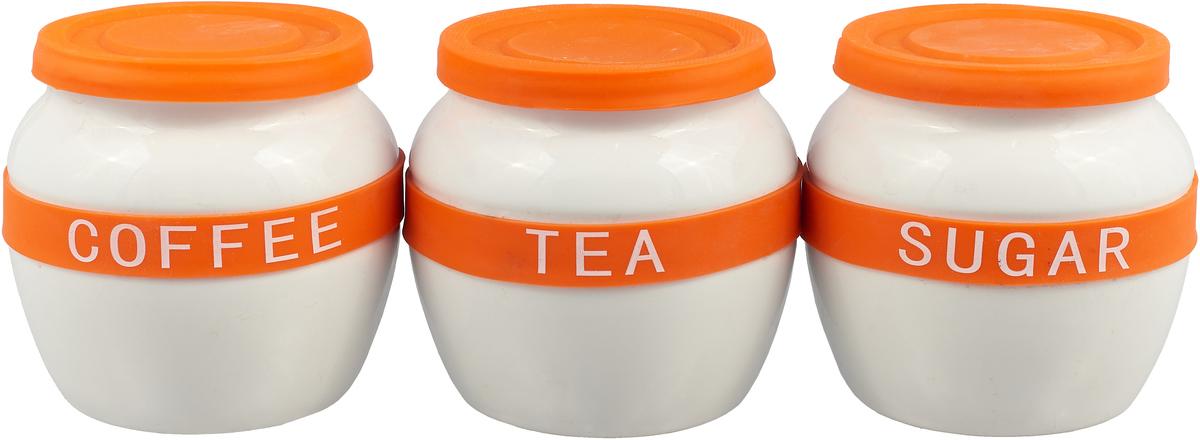 Набор MAYER&BOCH из 3-х банок для сыпучих продуктов выполнен из качественной керамики и декорирован яркой цветной полосой с надписями COFFEE, SUGAR, TEA. Банки предназначены для хранения кофе, сахара и чая. Цветные силиконовые крышки плотно закрываются и препятствуют проникновению влаги и посторонних запахов внутрь. Красочный, оригинально оформленный набор банок украсит любую кухню. Изделия не впитывают запахи и легко моются.