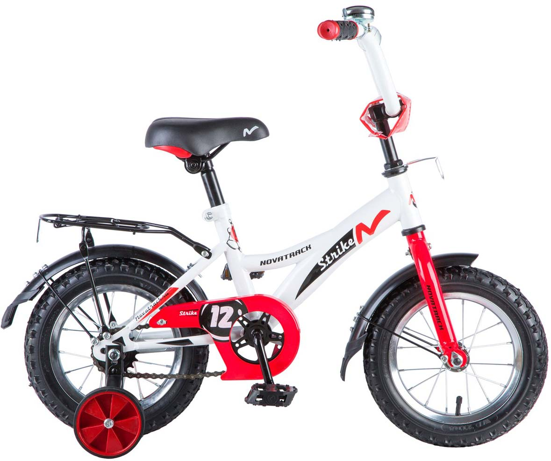 Велосипед детский Novatrack Strike, цвет: белый, красный, 12123STRIKE.WTR8Хотите, чтобы ваш ребенок, играя, укреплял здоровье? Тогда ему нужен удобный и надежный велосипед Novatrack Strike, рассчитанный на ребят 2-4 лет. Одного взгляда малыша хватит, чтобы раз и навсегда влюбиться в свой новенький двухколесный транспорт, который можно назвать и четырехколесным. Дополнительную устойчивость железному «коню» обеспечивают два маленьких съемных колеса, совершенно не портящие внешний вид спецтранспорта для юных велогонщиков. Велосипед собран на базе рамы с универсальной геометрией, которая позволяет легко взобраться или слезть с велосипеда маленькому наезднику, при этом велосипед имеет такой вес, что маленький ребенок сам легко справляется со своим транспортным средством. Так как велосипед предназначен для самых маленьких, инженеры предусмотрели ограничитель поворота руля, который не позволит осуществить слишком крутой и опасный поворот. Еще один элемент безопасности - это защита цепи, которая оберегает ногу ребенка и нижнюю часть одежды от попадания в механизм. Данная модель маневренна и легко управляется, поэтому ребенку будет несложно и интересно учиться езде.