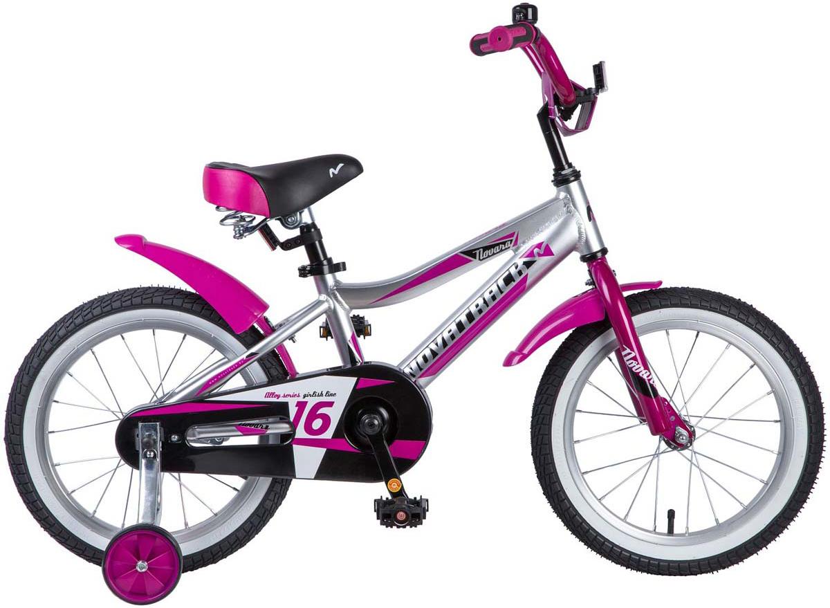 Велосипед детский Novatrack Novara, цвет: серебристый, 16165ANOVARA.CP8Велосипед Novatrack Novara 16'' – это отличный велосипед для девочек 5-7 лет. Во-первых, в столь юном возрасте очень большой уровень энергии, во-вторых, они просто не умеют сидеть на месте. В-третьих, кто же по доброй воле откажется от велосипеда, тем более – такого! Девочкам просто необходимо выплескивать излишки энергии, и желательно делать это с наибольшей пользой для себя. Велосипед полностью укомплектован и обязательно понравится юной велосипедистке. Рама у велосипеда – алюминиевая, прочная и при этом вес имеет такой, что ребенок сам легко справляется со своим транспортным средством. Сиденье и руль регулируемые, с надежной фиксацией. Велосипед оснащен ножным тормозом, которым, как показывает практика, ребенок очень быстро учится пользоваться. Дополнительную устойчивость железному коню обеспечивают два маленьких съемных колеса, которые совершенно не портят внешний вид спецтранспорта для юных велогонщиков. Не останутся незамеченными накладка на руль, яркие отражатели-катафоты, стильный звонок и защитный кожух для цепи.