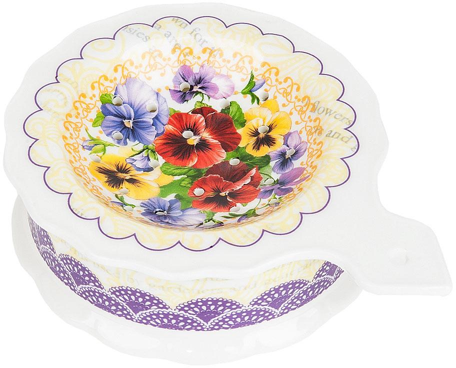 """Подставка под чайный пакетик """"Анютины глазки"""" выполнена из фарфора. Оригинальный яркий дизайн станет эффектным акцентов в вашей кухне."""