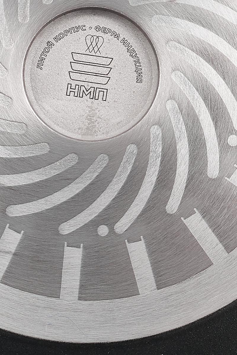 """Сковорода Нева металл посуда """"Ферра"""" изготовлена из литого алюминия, с антипригарным покрытием. Уникальная пятислойная антипригарная система нового поколения """"Титан ПК II"""" делает изделия более долговечными и прочными. А улучшенная формула состава покрытия позволила увеличить количество условных циклов приготовления до 8000 тысяч. Ферромагнитный диск вплавлен в корпус сковороды, эта технология позволяет использовать посуду серии не только для индукционных плит, но и для всех типов варочных поверхностей. Сковорода Нева металл посуда """"Ферра"""" создана специально для индукционных варочных панелей, однако подходит для всех типов кухонных плит. Продуманные до мельчайших деталей технологии изготовления посуды гарантируют равномерный нагрев и отсутствие деформаций корпуса под воздействием температур.  Сковорода """"Ферра"""" выполнена с использованием технических ноу-хау, обеспечивающих идеально ровную поверхность дна и 100% соприкосновение с кухонной плитой. Высота стенки: 9,7 см.  Диаметр: 30 см."""
