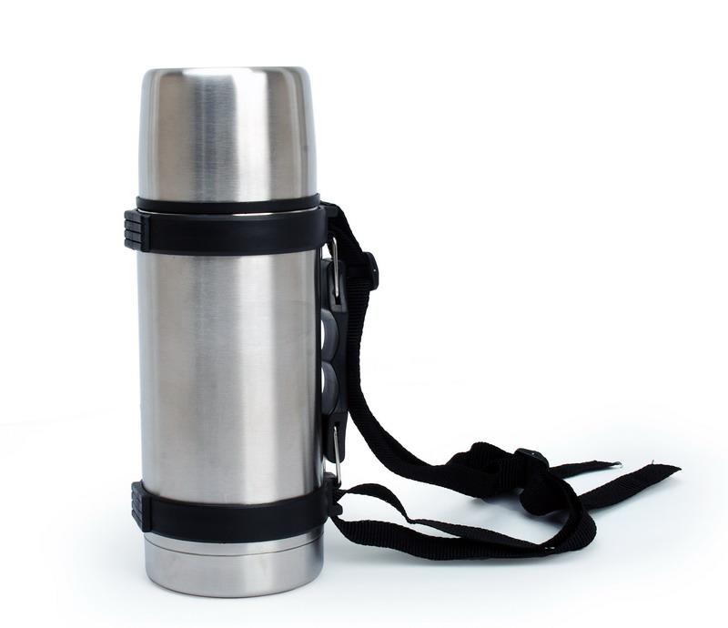 """Термос с узким горлом """"Queen Ruby"""" выполнен из высококачественной нержавеющей стали.Особенности: Клапан с вакуумной теплоизоляцией сохраняет напитки горячими или холодными долгое время. Удобная пробка с кнопкой позволяет наливать содержимое не откручивая пробку.Объем: 1 л."""