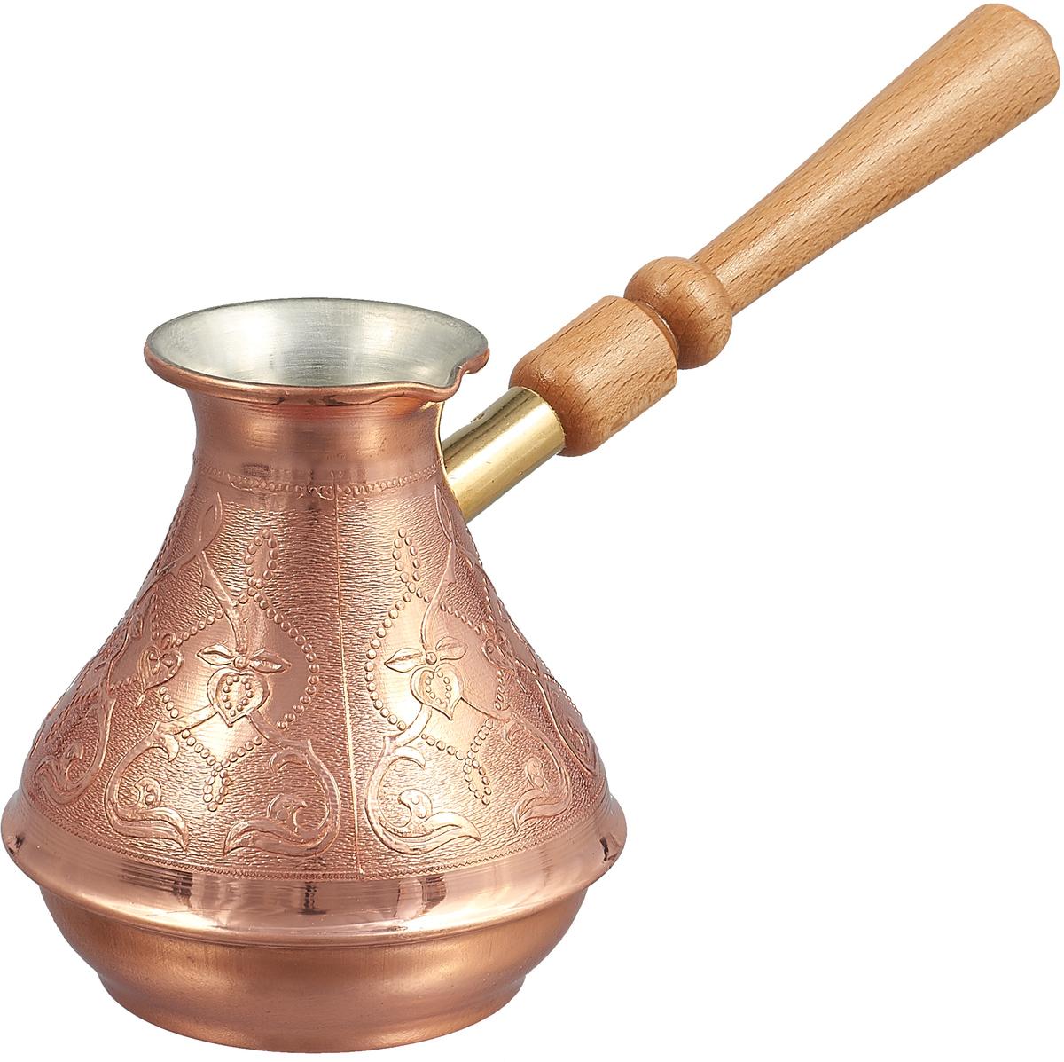"""Кофеварка ТimА """"Восточная красавица"""" изготовлена по уникальной технологии из листовой меди марки М1М, толщиной 0,8 мм. В отличие от других производителей,при производстве кофеварки """"Восточная красавица"""" не применяется припой, т.е. корпуса этих турок соединяются с донышком методом """"холодной"""" закатки. Таким образом,при использовании кофеварки ТimА исключается вероятность контакта содержимого турки со свинцовым припоем.Медь, по утверждению ученых, самый подходящий для приготовления пищи металл на планете Земля, но окись меди вредна для здоровья человека. Поэтому внутренняя поверхность кофеварки покрыта пищевым оловом толщиной 9-12 мкм. Внешняя поверхность кофеварки имеет натуральный цвет и блеск меди и защищена слоем жаропрочного лака. Кофеварка оснащена удобным носиком и деревянной ручкой. Подходит для газовых, электрических, стеклокерамических плит. Не рекомендуется мыть в посудомоечной машине."""