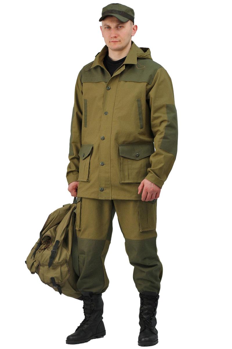 Костюм камуфляжный состоит из куртки и брюк. Куртка с супатной застежкой на пуговицы, регулировка объема кулисой по низу. Брюки с застежкой на пуговицы, гульфик на молнии. Для свободы движения на коленях сделана складка. Регулировка объема по низу резинкой.