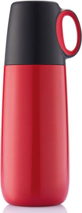 Термос Bopp Hot объемом 600 мл, с двойными стенками и матовым корпусом. Крышка термоса дополнена контрастным элементом и представляет собой удобную кружку с эргономичной ручкой - идеальное решение для следящего за модой любителя домашнего кофе. Зарегистрированный дизайн®.Компактный термос Bopp Hot – это отличный спутник как прогулке с друзьями, пикнике или просто во время стояния в дорожных пробках. Термос имеет объем 600 мл и двойные стенки, которые несколько часов поддерживают первоначальную температуру напитка. Bopp Hot изготовлен из нержавеющей стали, что делает его прочным и позволяет не бояться перепада температур.Bopp Hot отличается от большинства существующих термосов ярким и при этом функциональным дизайном. Форма Bopp Hot – суженный кверху цилиндр. Стенки термоса изготовлены из нержавеющей стали с матовым покрытием красного цвета. Никаких рисунков, логотипов или наклеек – все минималистично. Сверху расположена крышка черного цвета, которая дополнена удобной ручкой с красной вставкой внутри. Ручка предназначена для того, чтобы крышку термоса можно было использовать как чашку и при этом не обжечься. Объем: 600 мл Материал: PP, нержавеющая сталь Конструкция: Двойные стенки Крышка-чашка: Есть Ручка на крышке: Есть Размеры: 95 х 83 х 246 мм Вес: 395 г
