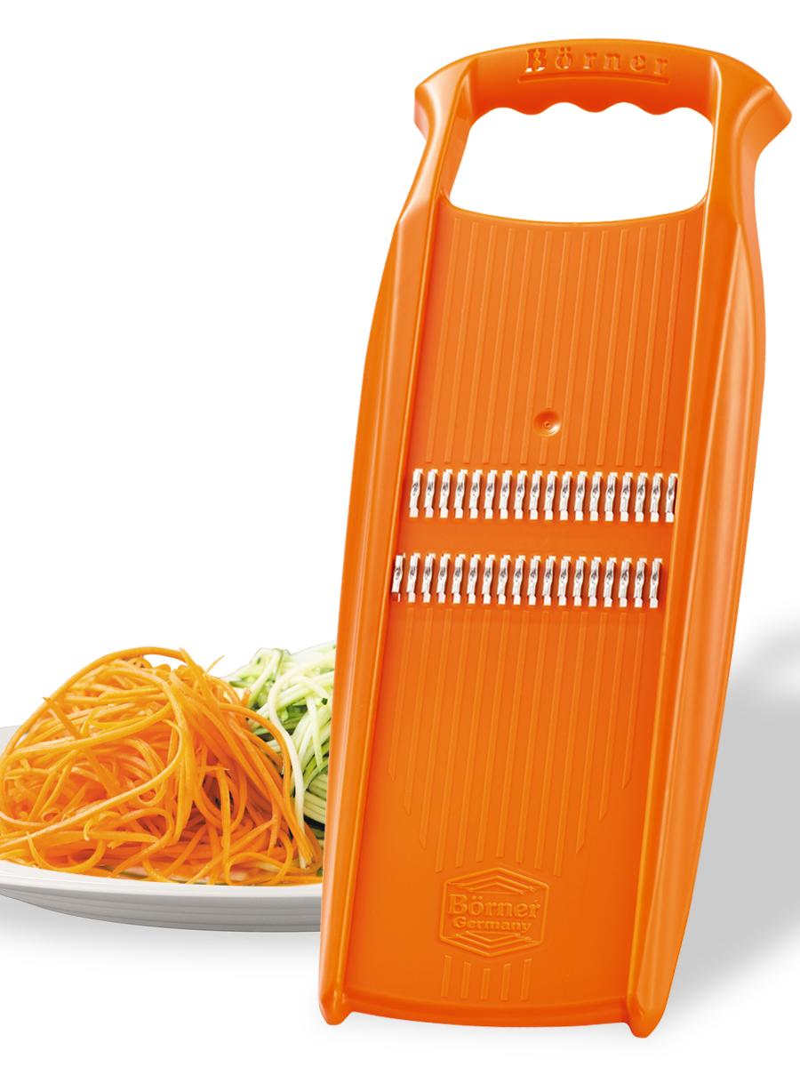 """Терка для корейской моркови Borner """"Prima"""" - незаменимый инструмент на любой кухне. Корпус выполнен из высокопрочного пластика. Лезвия - из нержавеющей стали, заточенные с двух сторон. С помощью этой терки вы легко нарежете морковь, кабачки, огурцы, лук и другие овощи мелкой соломкой.  Терка Borner """"Prima"""" будет отличным помощником на вашей кухне, особенно для любителей моркови по-корейски.   Размер терки: 33 см х 12 см х 2 см. Размер рабочей поверхности: 26 см х 8,5 см."""