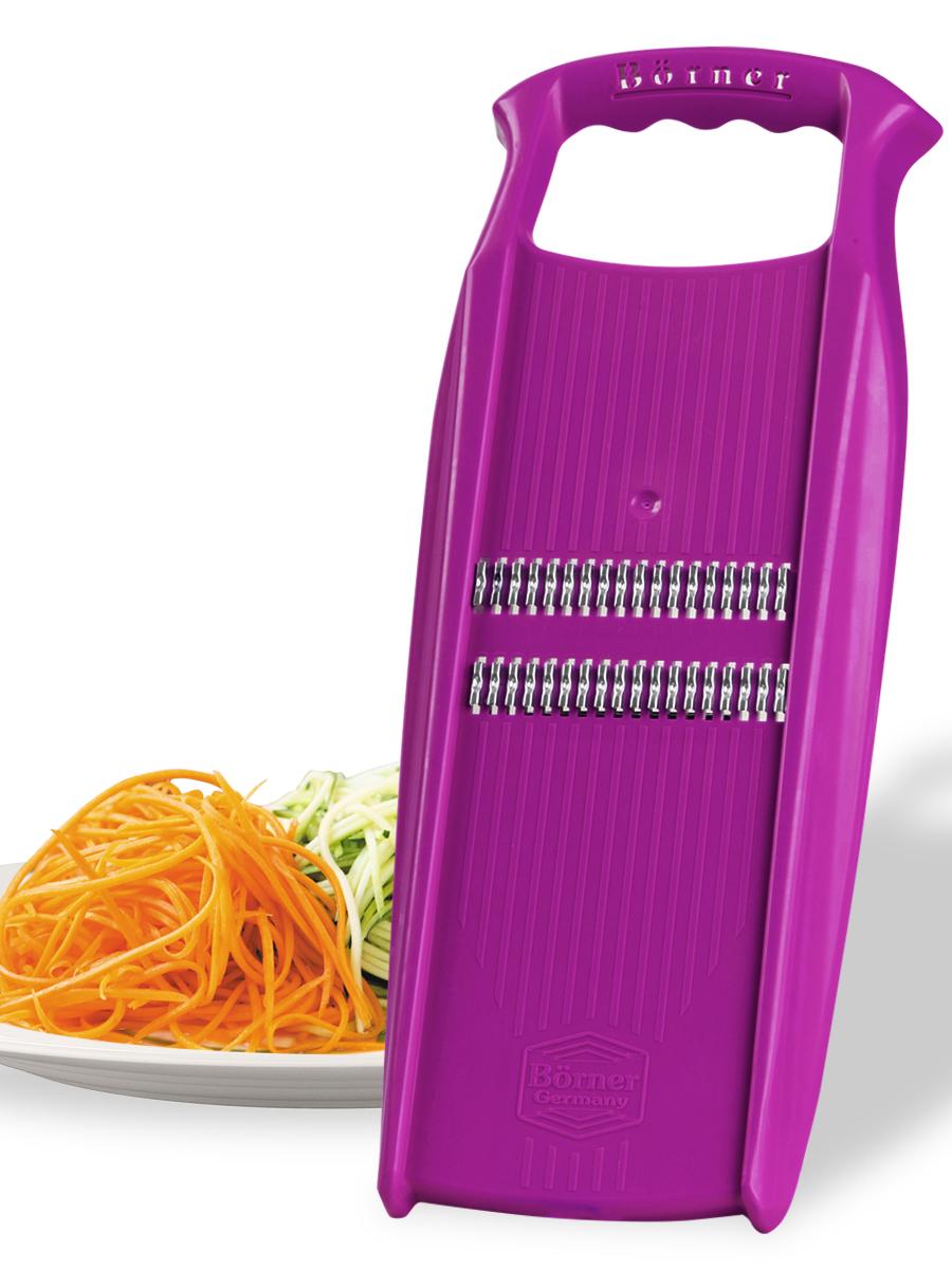 """Роко-терка Borner """"Prima"""" станет отличным помощником на вашей кухне,  особенно для любителей моркови по-корейски. Корпус терки изготовлен из ударопрочного пластика и оснащен  металлическими лезвиями, заточенными с двух сторон.  Роко-терка Borner """"Prima"""" делает великолепную нарезку для салатов и сырную стружку. Овощи нарезаются настолько тонко, что мгновенно пропитываются майонезом или запекаются. Виды нарезки: - тонкая длинная соломка из овощей;  - тонкая короткая соломка (для салатов из редиса, огурца, моркови, перца и многого другого);  - мелкая крошка (для лука или капусты);  - мелкая стружка (для сыра).  Длина лезвия: 8,3 см."""