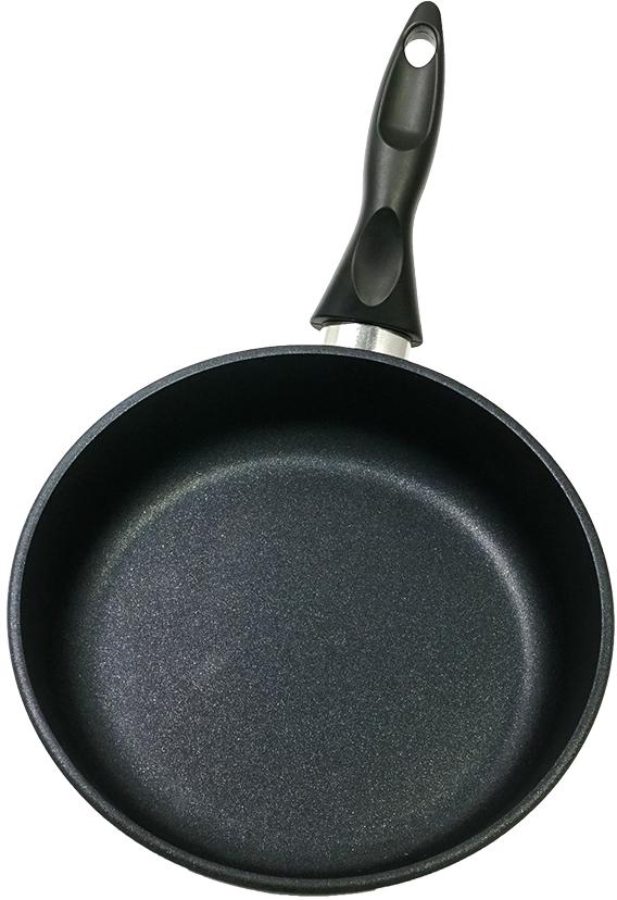 """Сковорода """"Renard"""" изготовлена из литого алюминия с антипригарным покрытием высокого качества. Оснащена бакелитовой ручкой. На ручке есть ушко для подвешивания. Можно мыть в посудомоечной машине."""