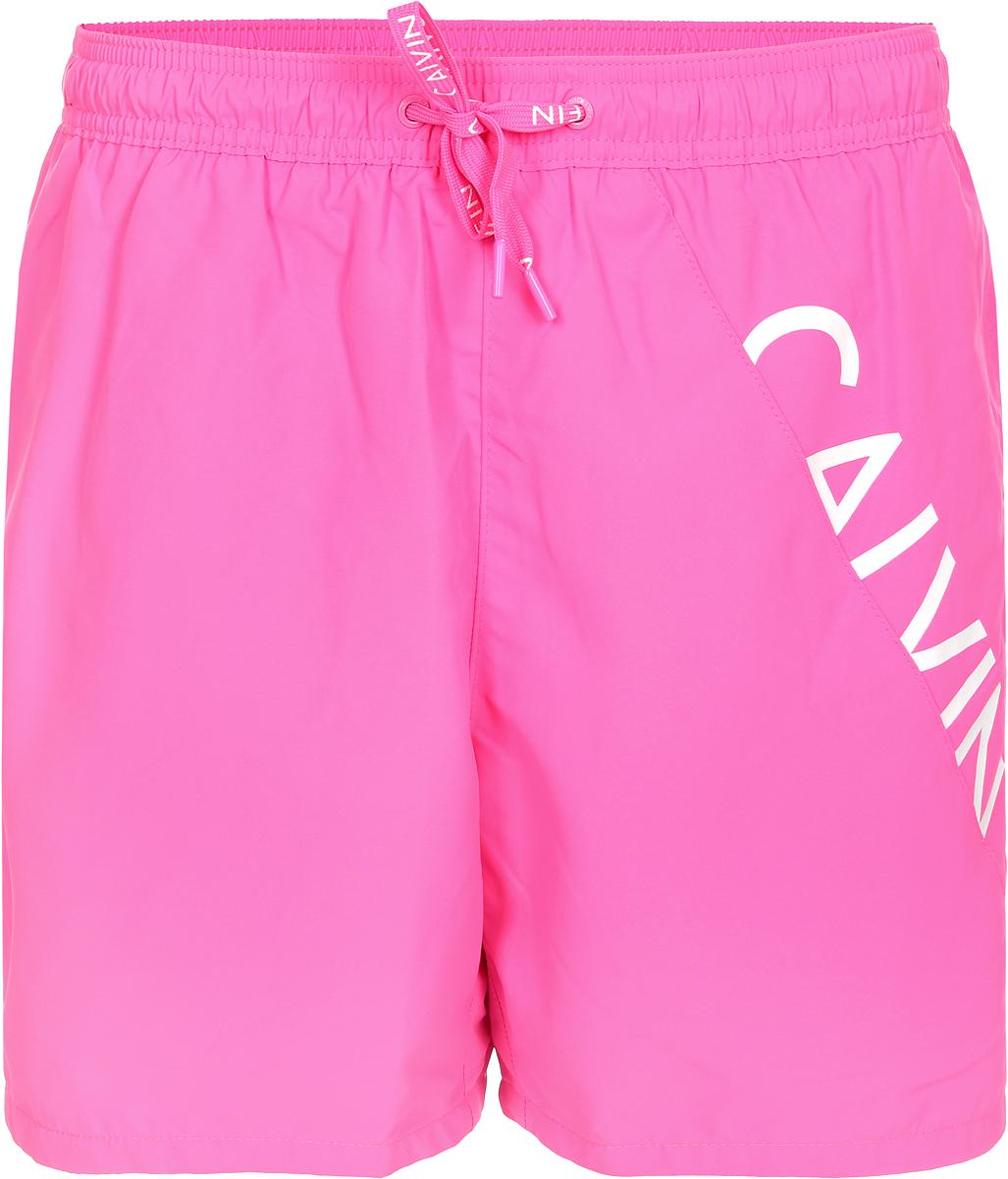 Шорты для плавания от Calvin Klein выполнены из 100% полиэстера. Материал быстро сохнет. Модель с эластичной резинкой на талии и регулируемым шнурком.