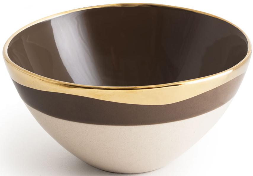 Невероятно стильная и самобытная посуда из Коллекции Colorblock не оставит равнодушной даже самую изысканную хозяйку. Словно ни один день над коллекцией трудился гончарный мастер, придавая посуде органическую форму в располагающих оттенках.  Все предметы коллекции сделаны из настоящего фарфора, украшенного золотом.  Для каждой вещи создана индивидуальная подарочная коробка.  - Разработан в США. Изготовлено в Китае. - Рекомендуется ручное мытье  Не использовать в микроволновой печи  Характеристики: Размер: Диаметр 15,3 см