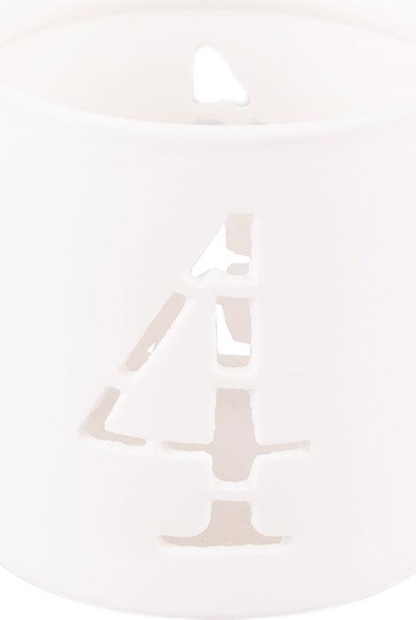Керамический подсвечник с цифрой станет отличным дополнением к подарку на день рождения или новый год.