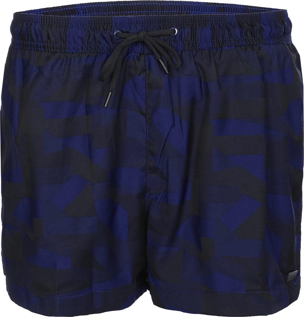 Шорты для плавания мужские Calvin Klein Underwear, цвет: темно-синий. KM0KM00144_470. Размер XL (54)KM0KM00144_470Мужские шорты для плавания Calvin Klein Underwear выполнены из быстросохнущего материала. Модель имеет широкую эластичную резинку на поясе. Объем талии регулируется при помощи шнурка. Шорты дополнены одним прорезным карманом сзади.
