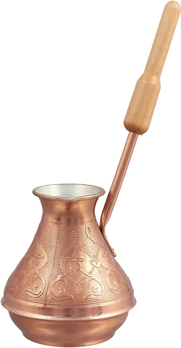 """Кофеварка ТimА """"Восточная красавица"""" изготовлена по уникальной технологии из листовой меди марки М1М, толщиной 0,8 мм. В отличие от других производителей, при производстве кофеварки """"Восточная красавица"""" не применяется припой, т.е. корпуса этих турок соединяются с донышком методом """"холодной"""" закатки. Таким образом, при использовании кофеварки ТimА исключается вероятность контакта содержимого турки со свинцовым припоем. Медь, по утверждению ученых, самый подходящий для приготовления пищи металл на планете Земля, но окись меди вредна для здоровья человека. Поэтому внутренняя поверхность кофеварки покрыта пищевым оловом толщиной 9-12 мкм. Внешняя поверхность кофеварки имеет натуральный цвет и блеск меди и защищена слоем жаропрочного лака. Кофеварка оснащена удобным носиком и деревянной ручкой. Подходит для газовых, электрических, стеклокерамических плит. Не рекомендуется мыть в посудомоечной машине."""