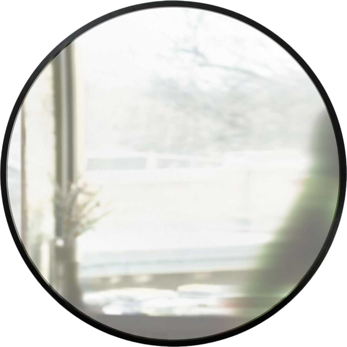 Бестселлер Umbra в уменьшенном варианте — настенное зеркало в черной каучуковой раме. За счет минималистичного дизайна отлично смотрится в современных интерьерах, визуально расширяет пространство и наполняет его светом. Сочетается с другими предметами из коллекции Hub.Дизайнер Paul Rowan.Диаметр 61 см.