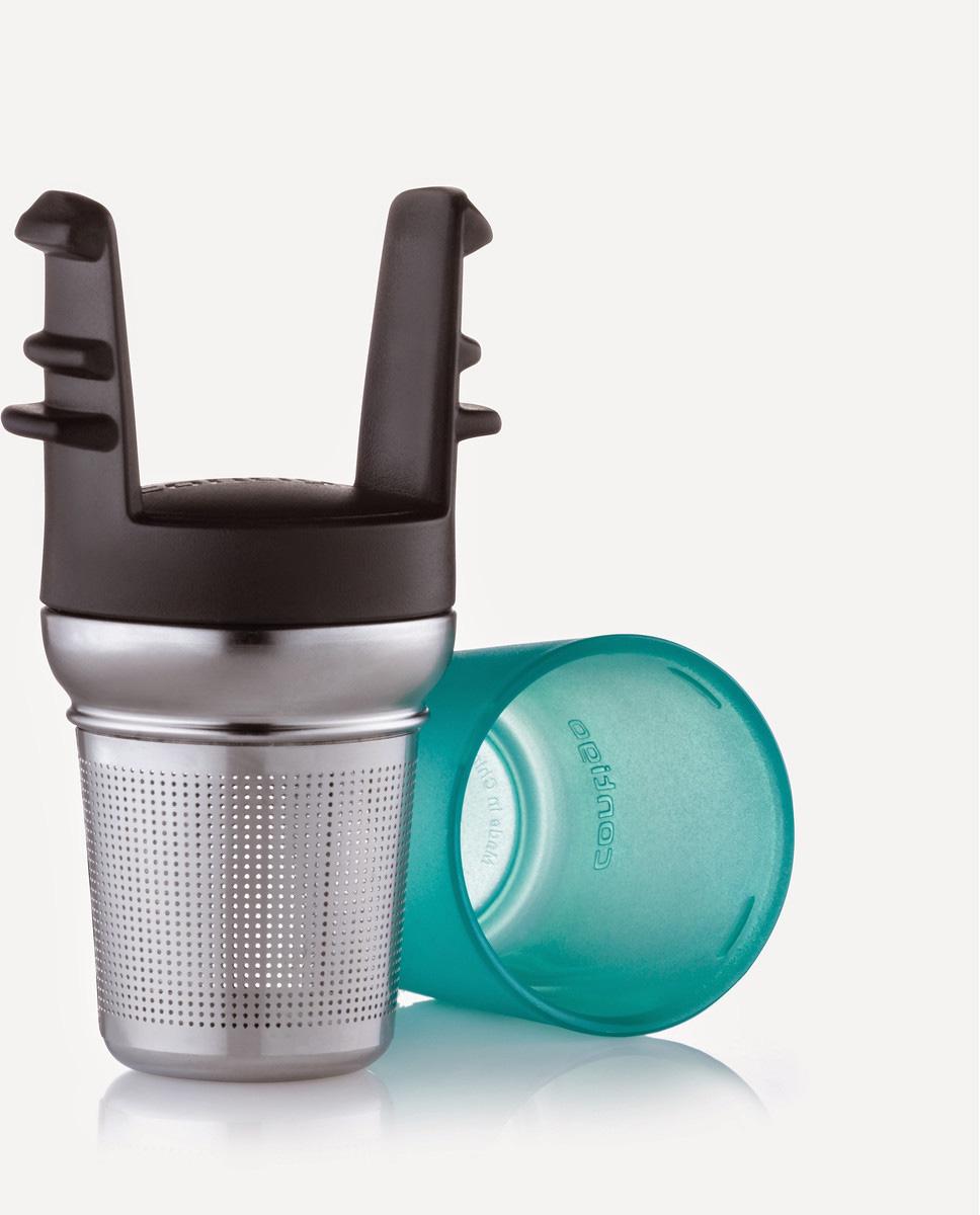 """Ситечко для заваривания чая """"Contigo"""" изготовлено из металла и пластика и предназначено специально для кружек Contigo серии West Loop. Ситечко прекрасно подходит для заваривания любого вида чая. Изделие очень легко использовать: просто засыпьте в ситечко заварку и опустите его в кружку. Для удобства хранения ситечко имеет пластиковую крышку, которая надежно закрывает фильтрующую часть.Стильное и функциональное ситечко станет незаменимым атрибутом чаепития.Размеры ситечка (металлической части): 6,5 х 5 х 5 см.Высота фильтрующей части: 4,5 см.Общие размеры конструкции: 10,5 х 5 х 5,7 см."""