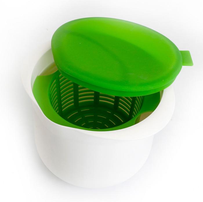 """Простое приспособление Bradex """"Нежное лакомство"""" с подробной инструкцией поможет  приготовить домашний творог или сыр всего за полтора часа при помощи микроволновой печи и  холодильника.  В набор входят: Чаша для молока  Емкость-дуршлаг для сбора творога или сыра  Силиконовая крышка  Подробная инструкция с рецептами."""