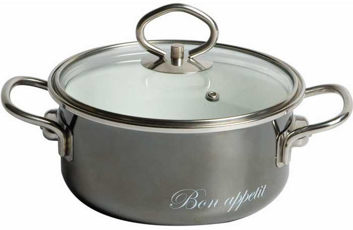 """Эмалированная кастрюля Vitross """"Bon Appetit"""" выполнена из нержавеющей стали со стеклокерамическим покрытием - наиболее безопасным видом покрытий посуды. Стеклокерамика инертна и устойчива к пищевым кислотам, не вступает во взаимодействие с продуктами и не искажает их вкусовые качества. Прочный стальной корпус обеспечивает эффективную тепловую обработку и не деформируется в процессе эксплуатации. Такая кастрюля идеальна для тепловой обработки и хранения пищевых продуктов, приготовления холодных блюд и сервировки стола.  Внутренняя поверхность изделия - белого цвета, внешняя - глянцевого серого цвета.   Кастрюля оснащена стеклянной крышкой с металлическим ободом и пароотводом, а также удобными стальными ручками.  Подходит для всех типов плит, включая индукционные. Пригодна для посудомоечной машины. Характеристики:   Материал: нержавеющая сталь, стекло, эмаль. Цвет: белый, мокрый асфальт. Объем кастрюли: 3 л. Внутренний диаметр кастрюли: 20 см. Высота стенок кастрюли: 10,3 см. Толщина стенок кастрюли: 0,3 см. Толщина дна кастрюли: 0,4 см. Ширина кастрюли с учетом ручек: 29,5 см. Размер упаковки: 26 см х 12 см х 23 см. Артикул: 8SB205S."""