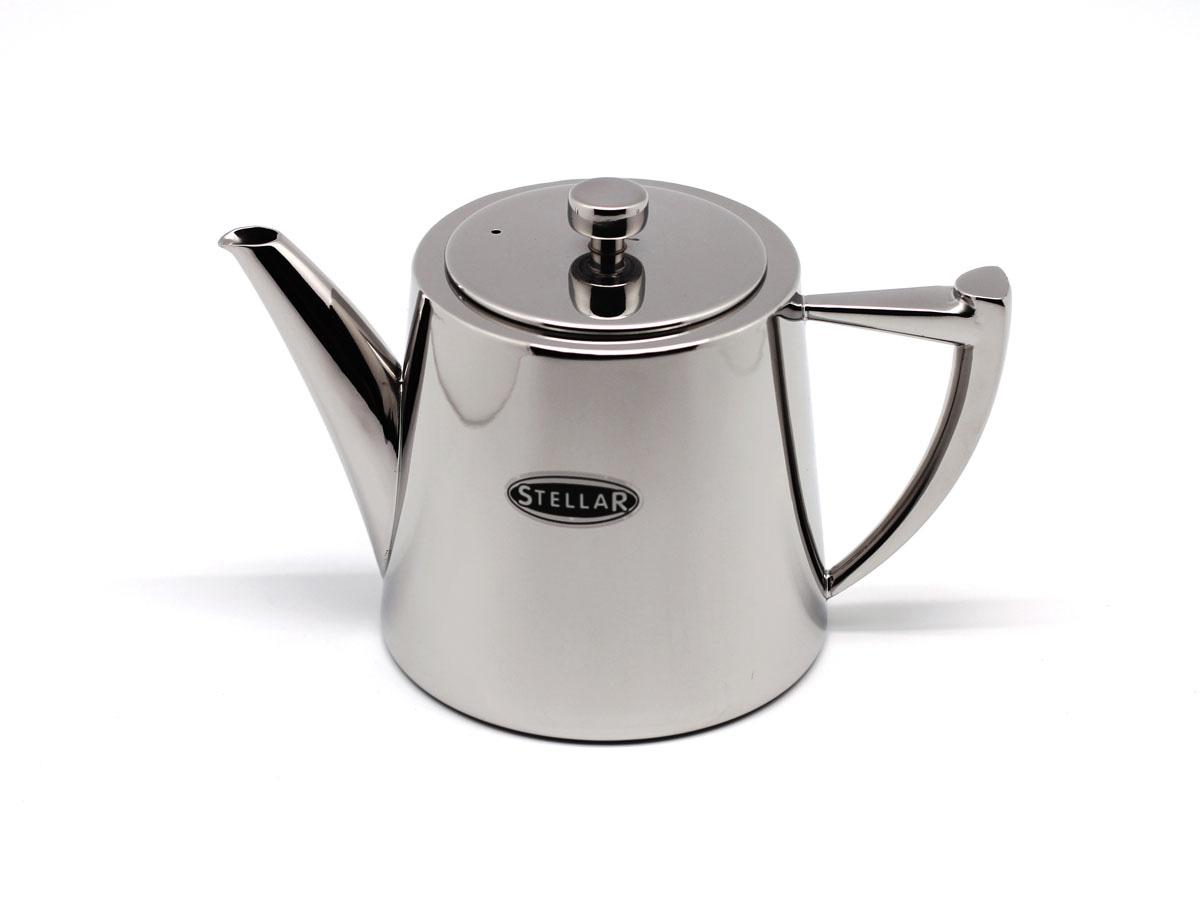 Заварочный чайник из серии Art Deco от компании Silampos. Имеет объем 0,9 литра, выполнен в красивом полированном корпусе из нержавеющей стали 18/10. Крышка плотно прилегает к чайнику, позволяя соблюсти идеальные условия для правильного заваривания чая. Подходит для мытья в посудомоечной машине.
